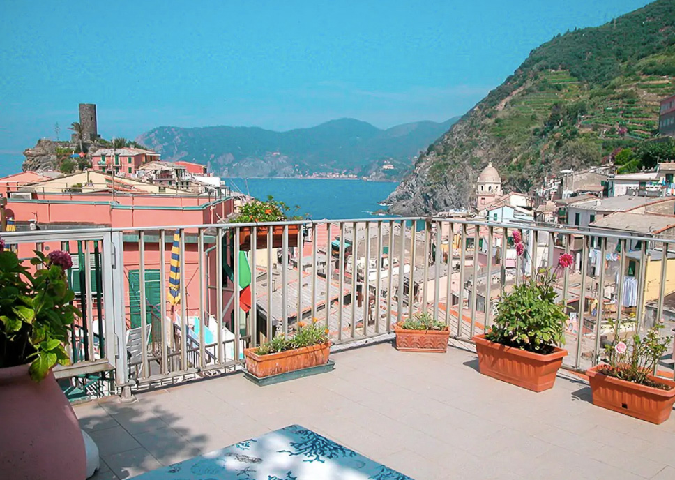 The best town to stay in Cinque Terre: Vernazza