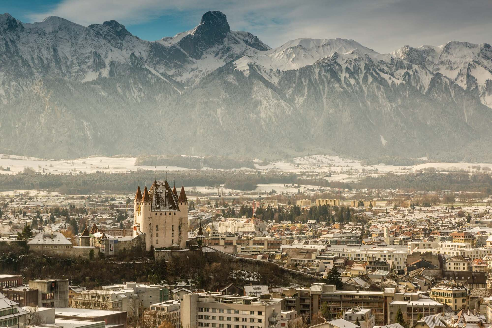 Winter panorama with the castle in the foreground and the Stockhorn in the background, Thun. Copyright by: Switzerland Tourism