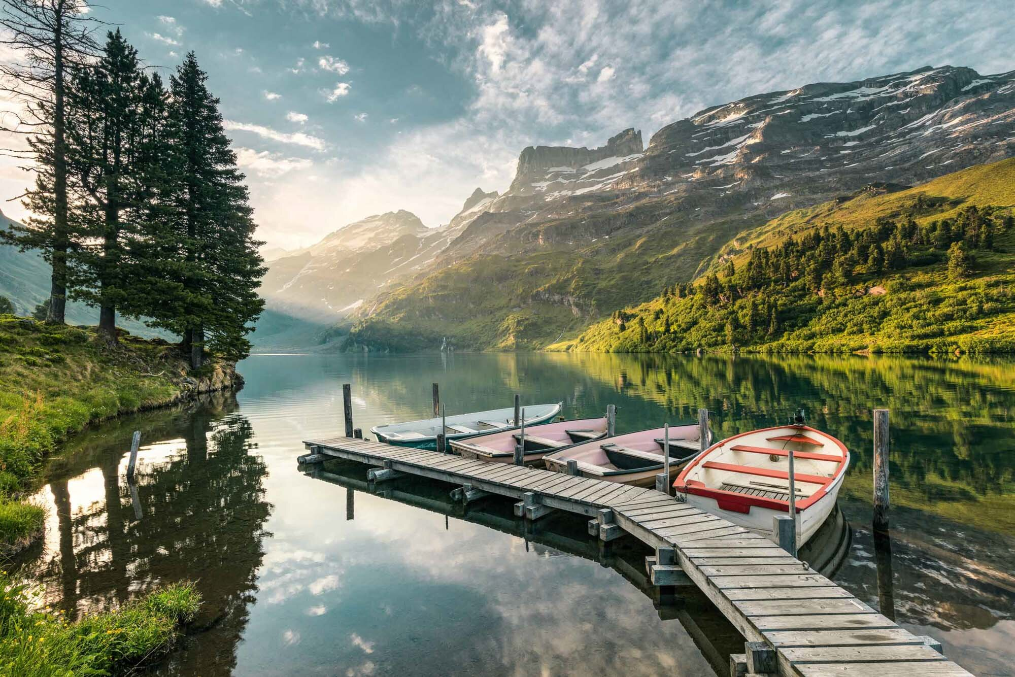 Morning mood on Engstlensee with jetty. Copyright by: Switzerland Tourism