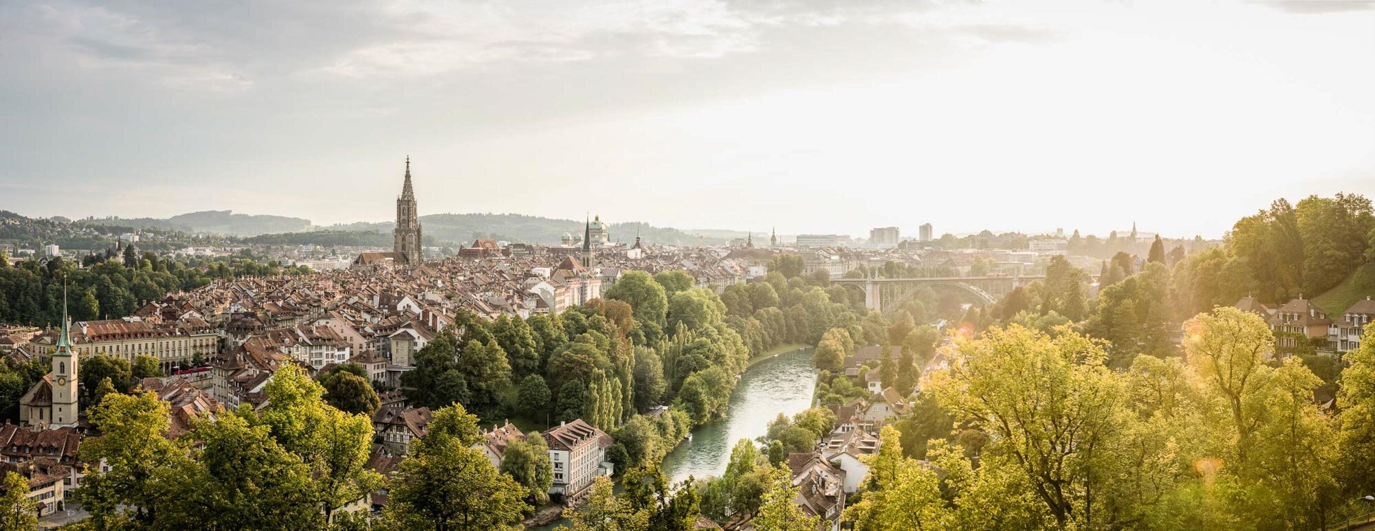 Bern. Panorama of the rose garden with view of cathedral, federal palace, Aar and Dalmazi bridge. Copyright by: Switzerland Tourism