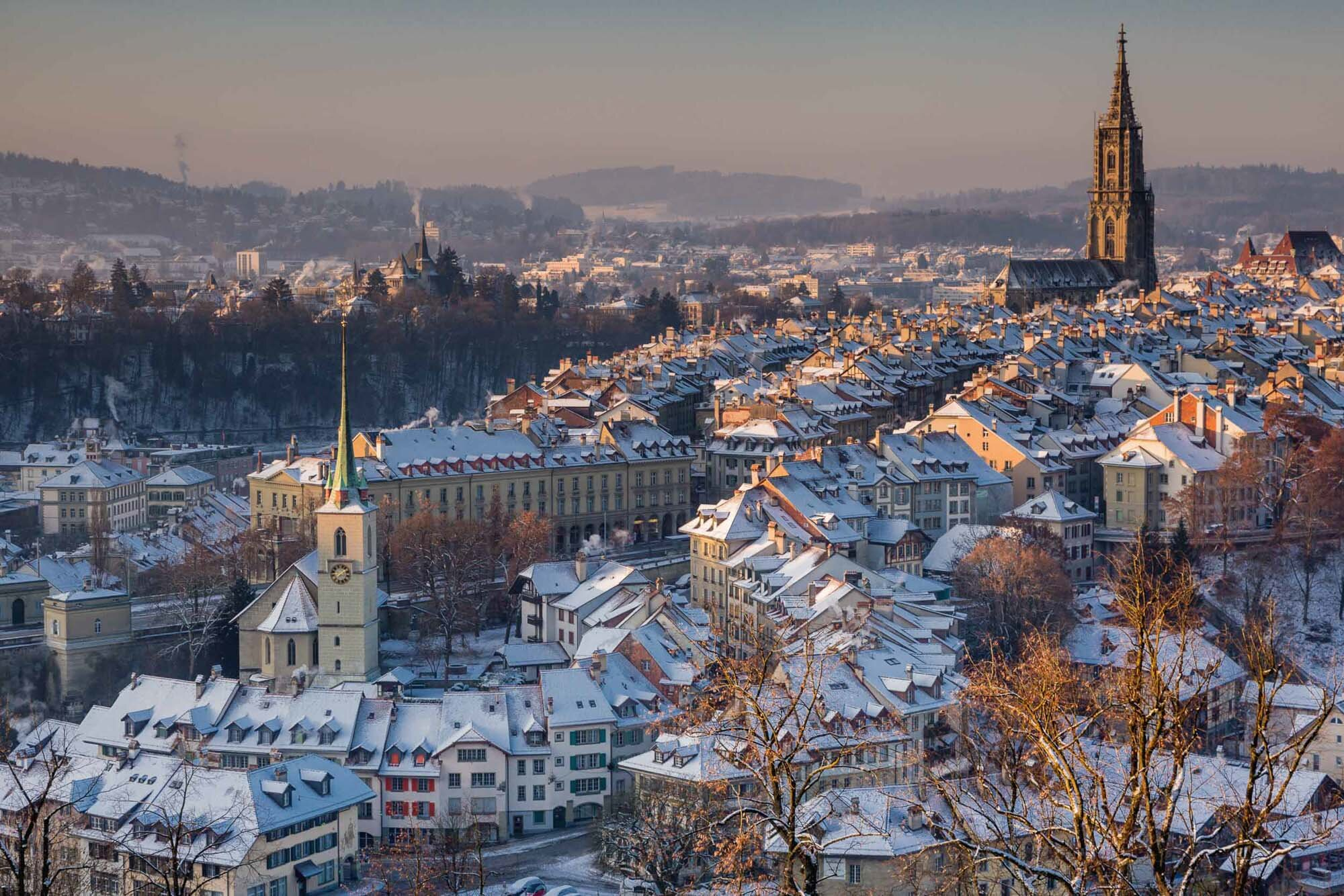 Wintry Old Town with the cathedral, Bern. Copyright by: Switzerland Tourism