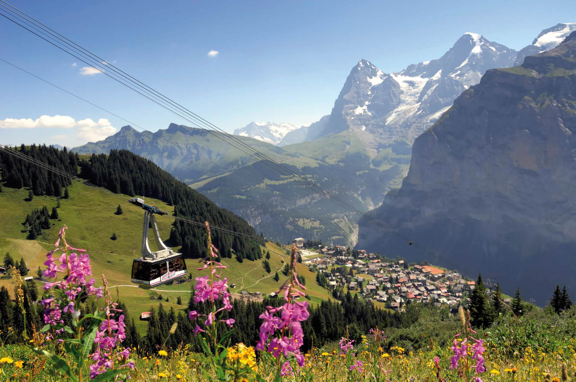 Muerren in summer with the gondola Schilthorn. Copyright: Jungfrau Region