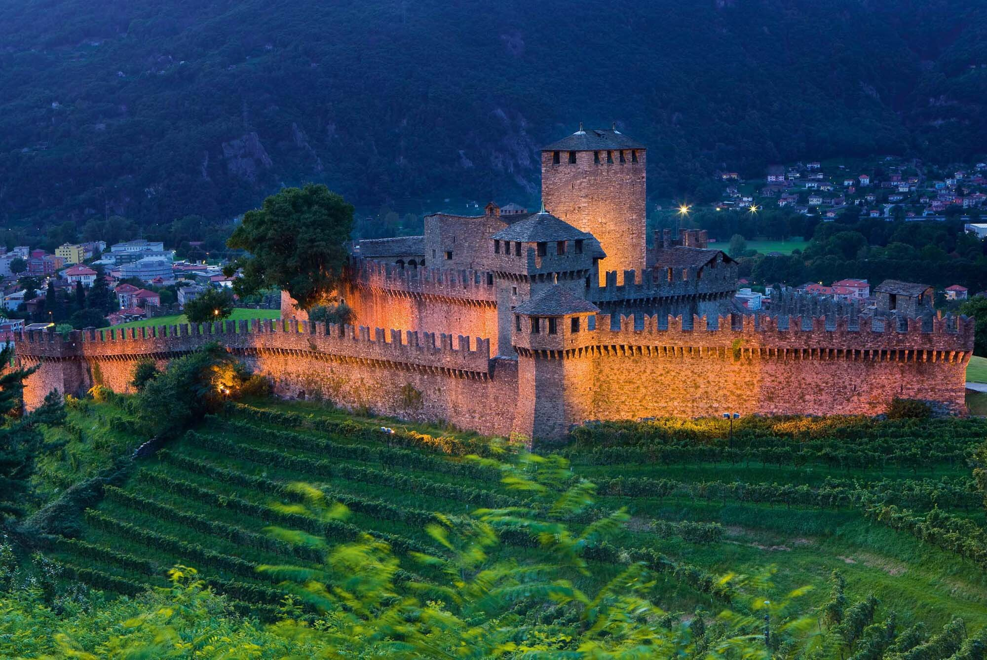 Bellinzona by night, Canton Ticino. The Montebello castle is now part of the UNESCO world cultural heritage. Copyright by: Switzerland Tourism