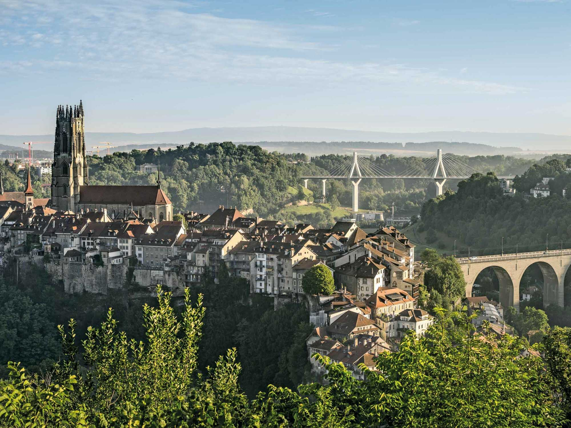 Cathedral and old town, Zaehringer- and Poya Bridge, Fribourg. Copyright by: Switzerland Tourism