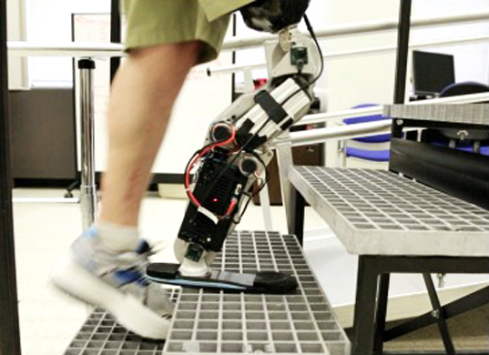 Zac-Vawter-thought-controlled-bionic-leg.jpg