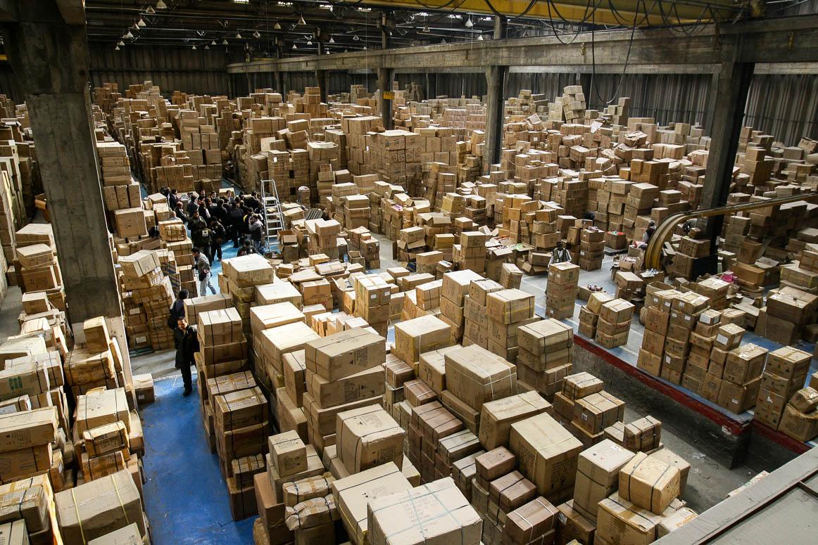 Guarulhos, 17/09/2008. PF apreende mercadorias contrabandeadas em barracão. Produtos que iriam abastecer o comércio da 25 de março.