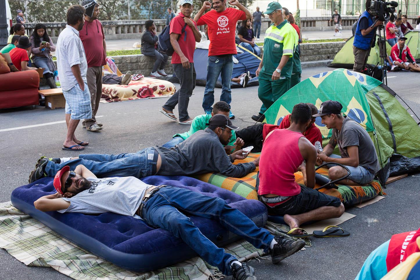 Movimento do MTST acampa na frente da Câmara dos Vereadores de São Paulo