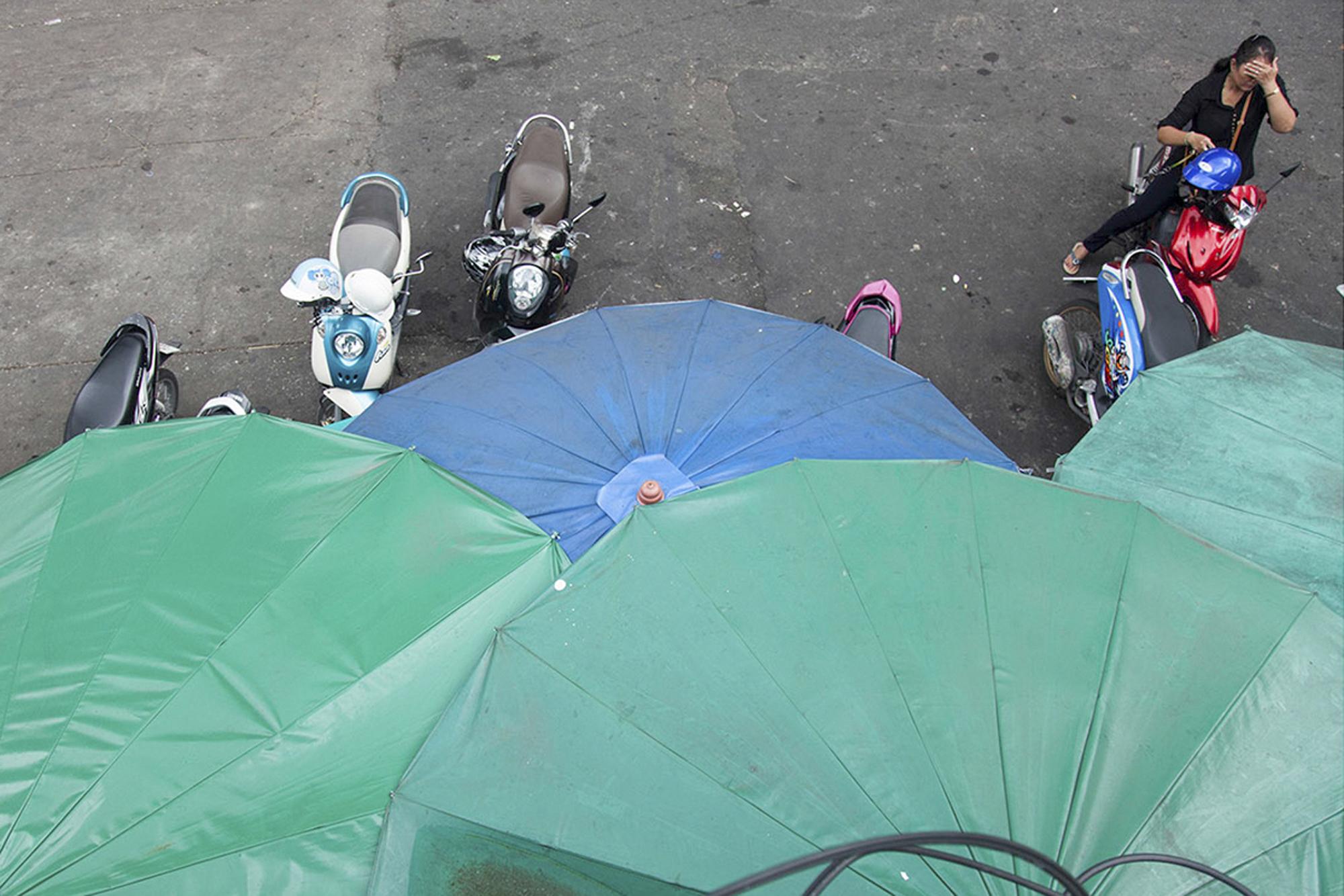 27_umbrellas.jpg
