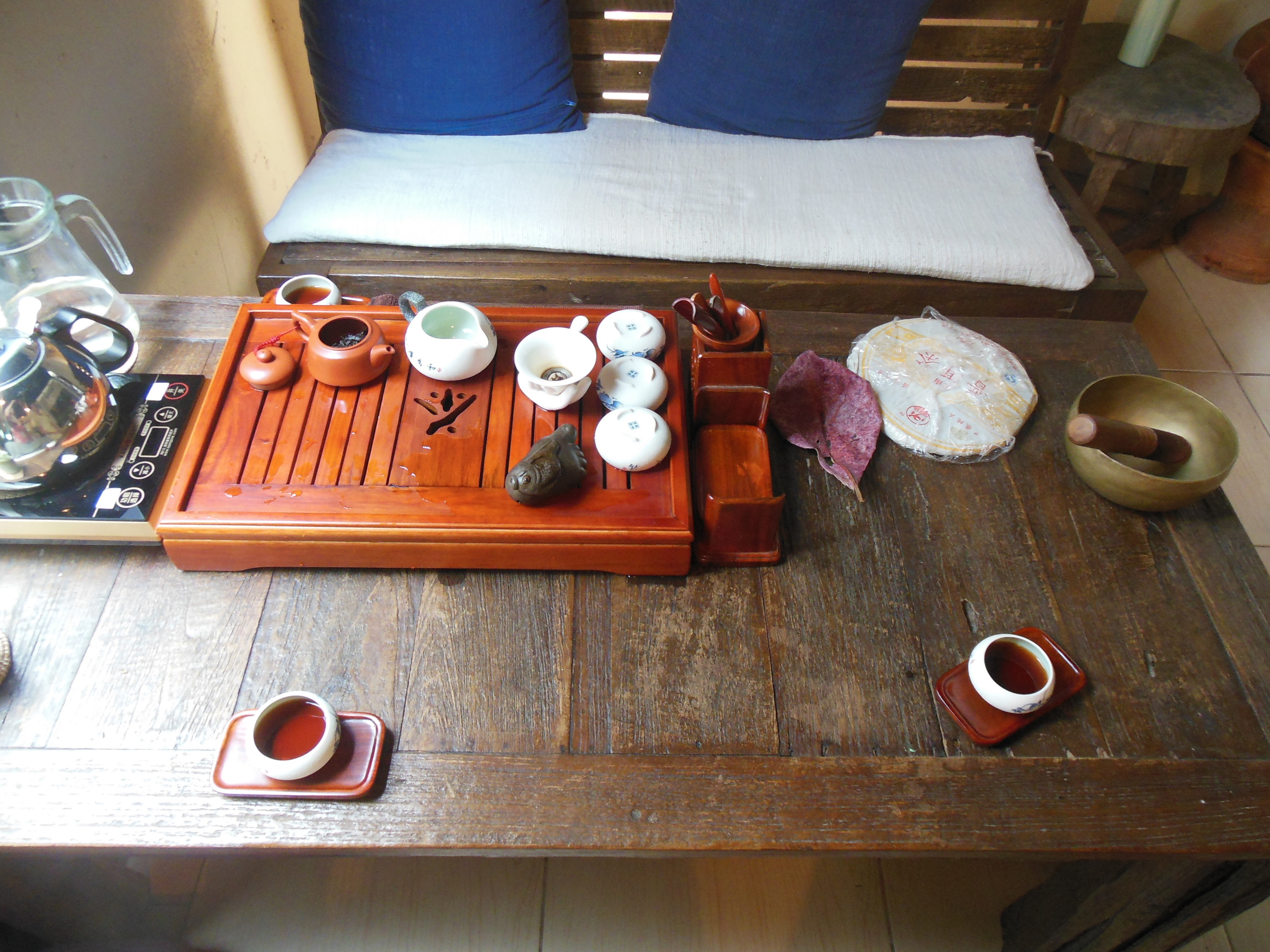 Having Pu-erh tea with loved ones at  Sati  in Chiang Mai, 2014.