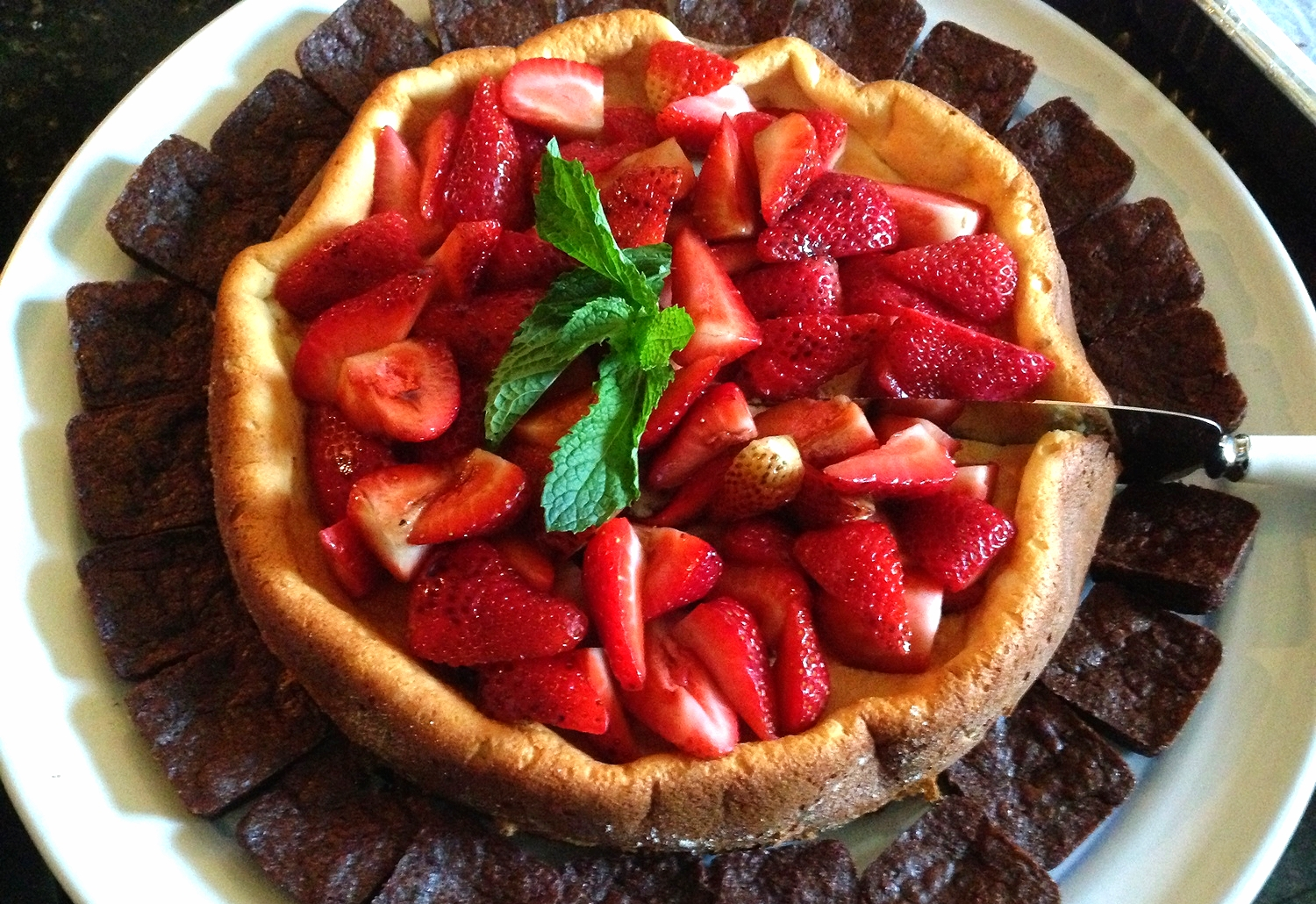 Ricotta cheesecake with strawberries and mini deep chocolate brownies