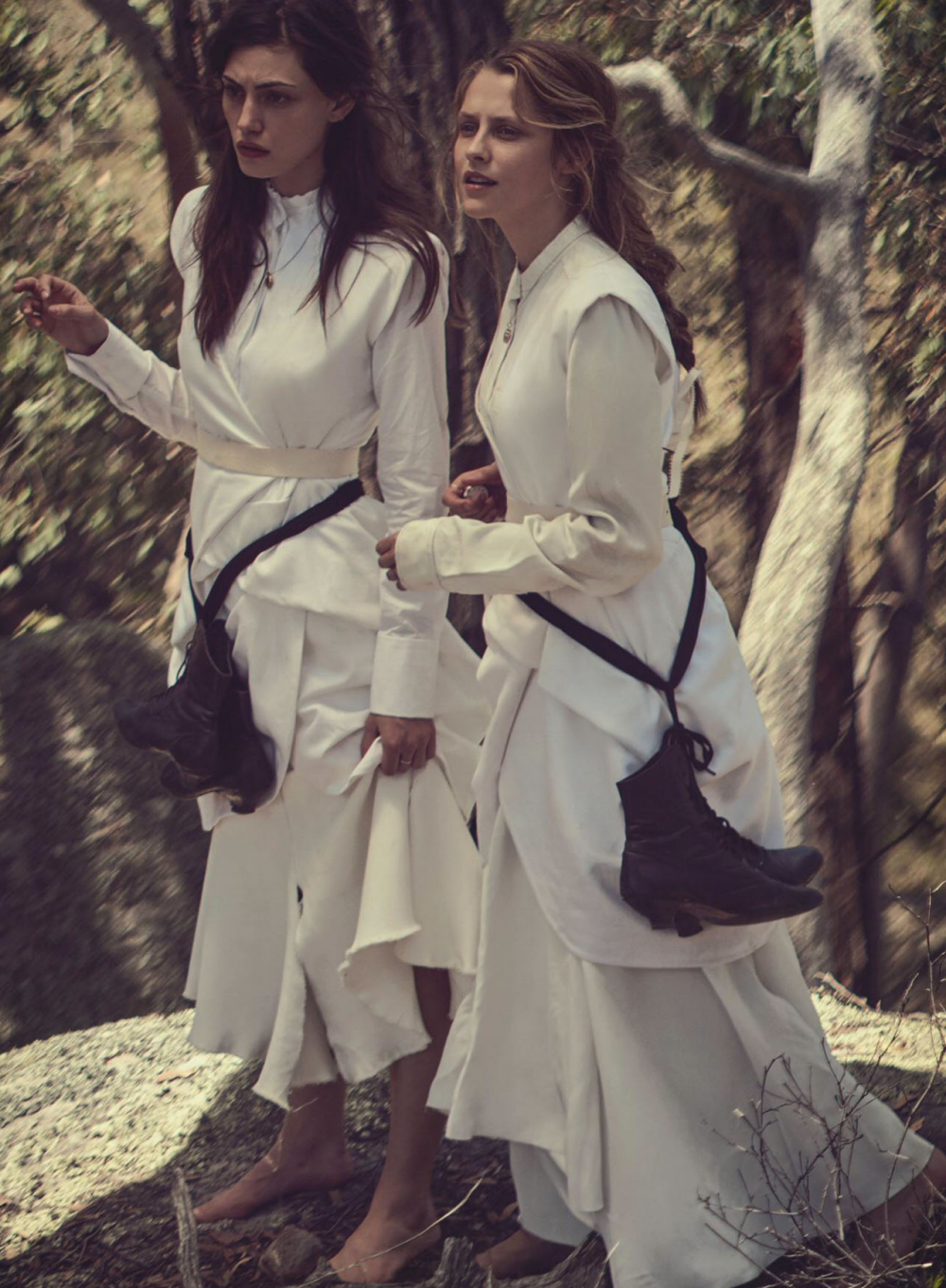 93d0e-teresa-palmer-phoebe-tonkin-by-will-davidson-for-vogue-australia-march-2015-4.png