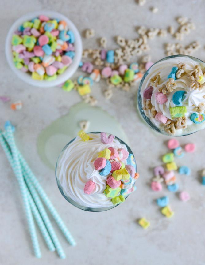 9706d-lucky-charms-milkshake-i-howsweeteats-com-2-2.jpg