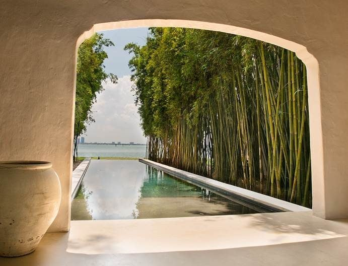 96a5a-004-outdoor-living-area-pool-view-vase-more-floor.jpg