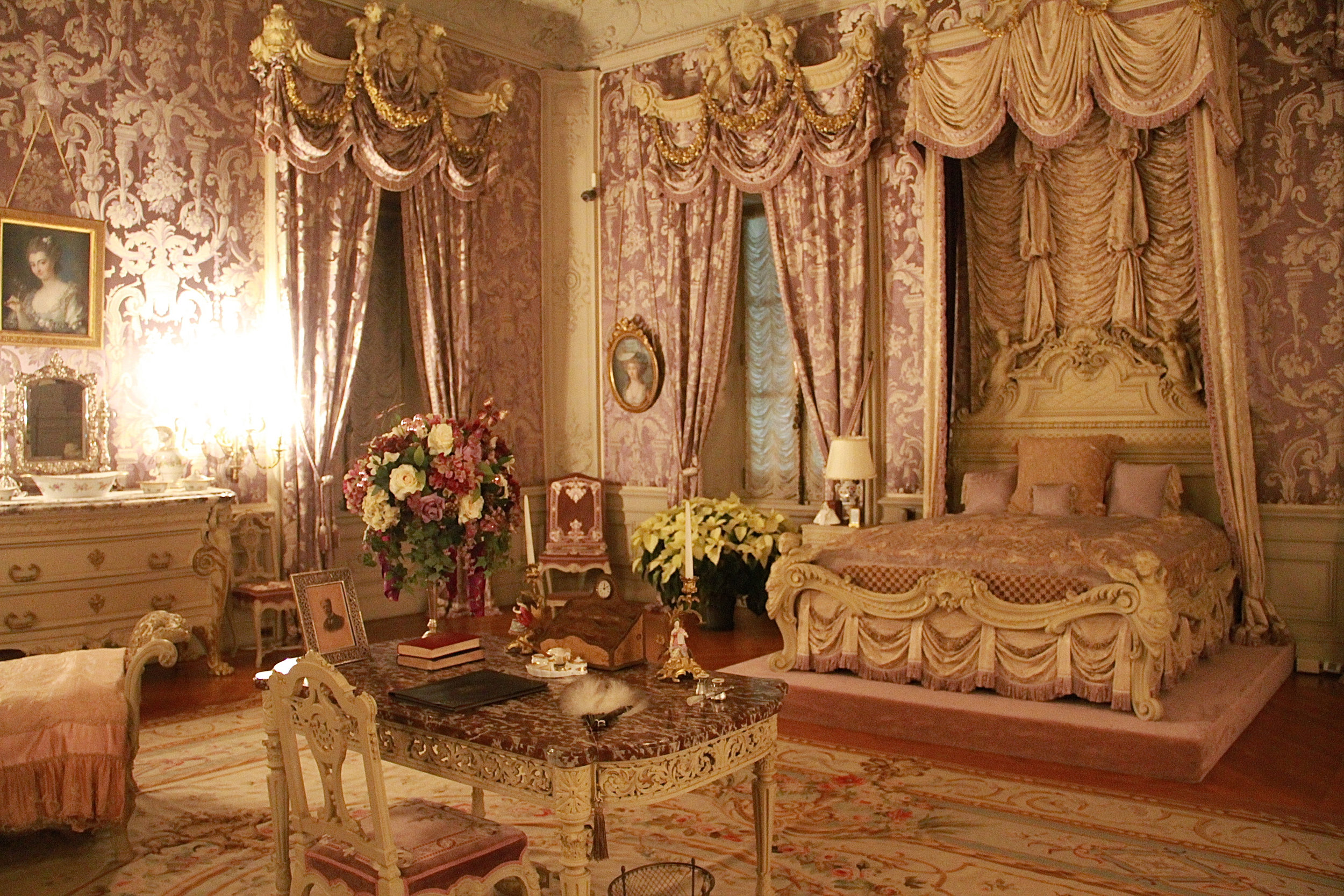 newport-marble-house-pink-bedroom.jpg