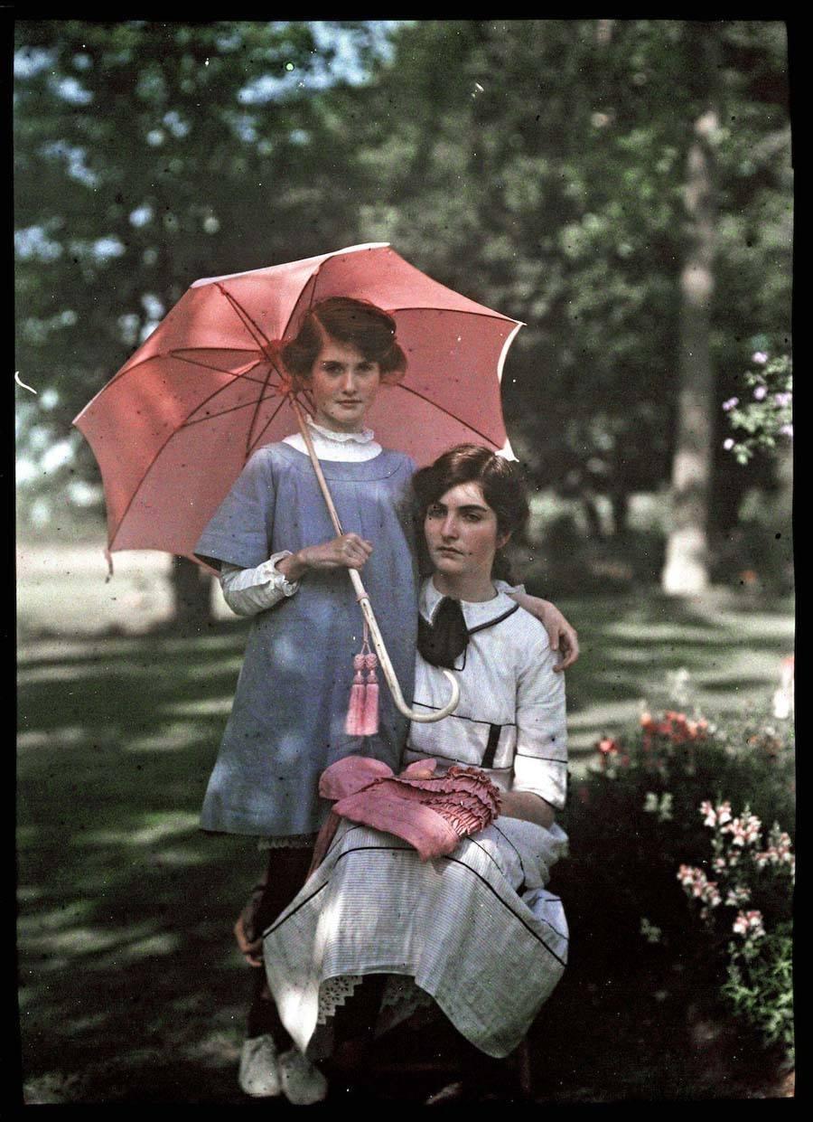Etheldra-Laing-autochrome-pink-parasol.jpg