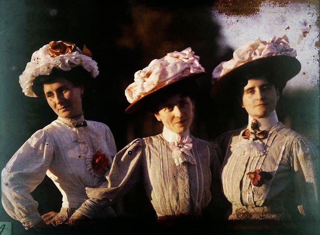 French Women, ca. 1920s (9).jpg