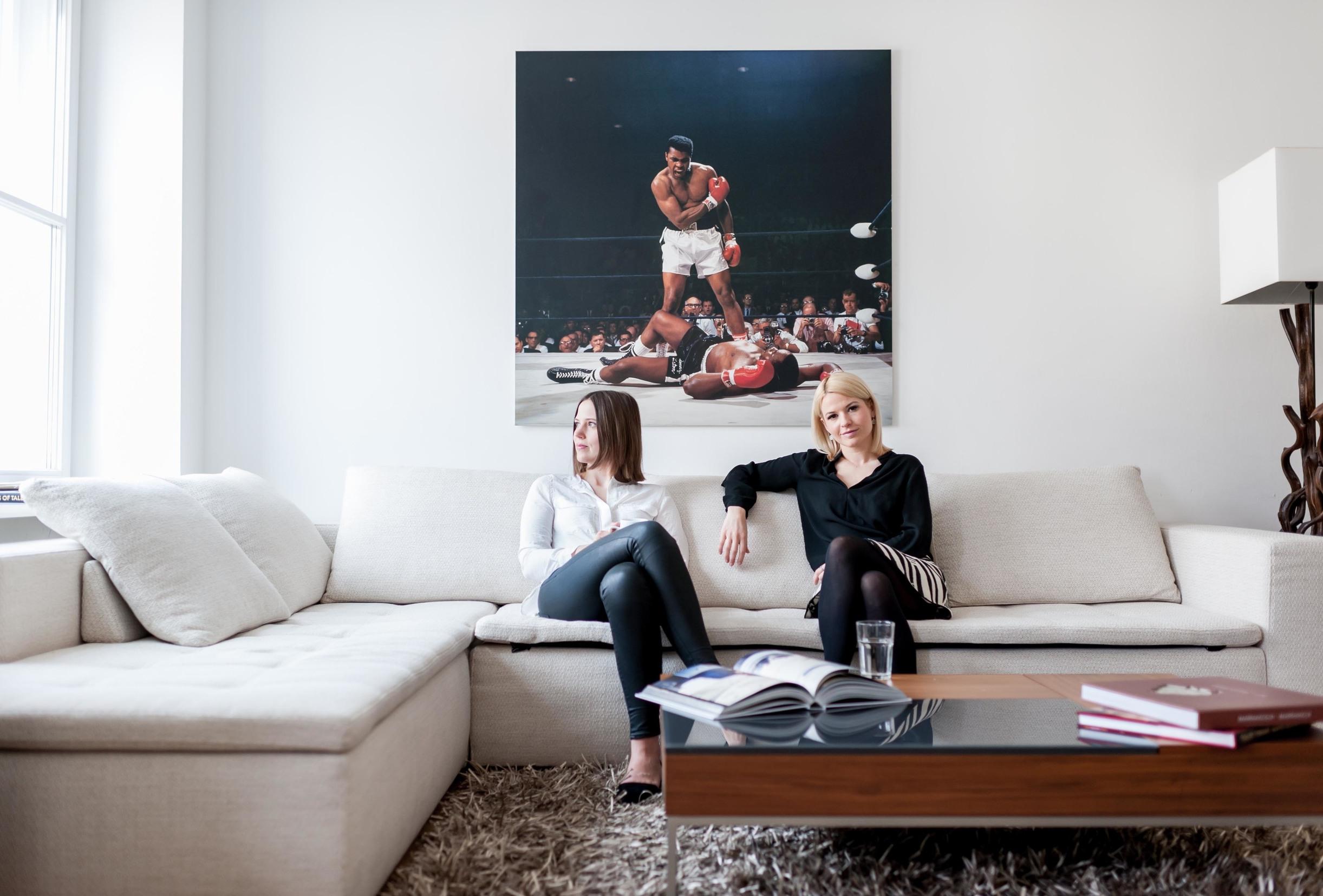Geschäftsführerinnen PEPPERSTARK PR Simone Leeb (l) und Linda Feller (r)