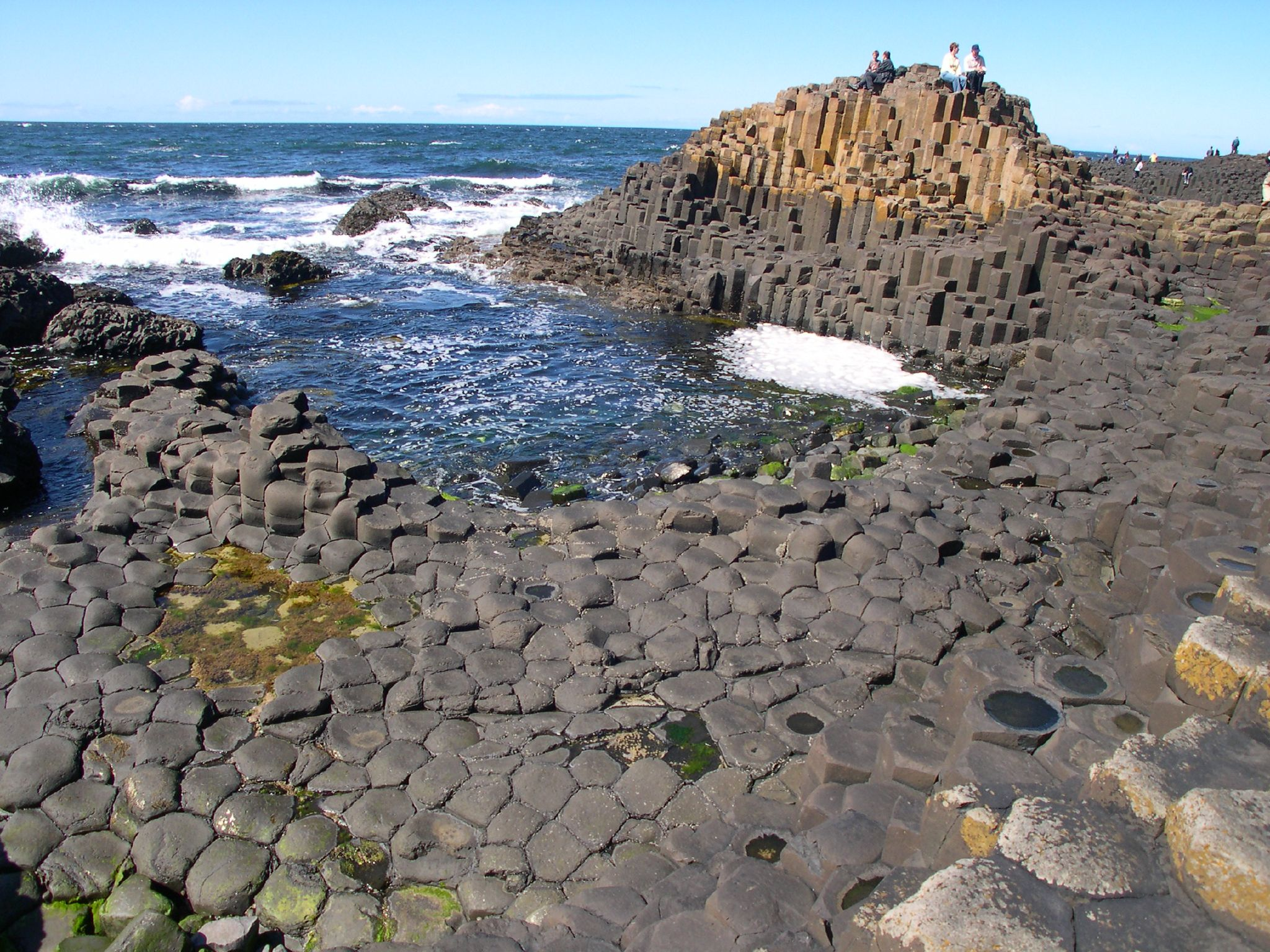 Giant's Causeway. Photography  CC BY 3.0 Wikipedia user   Chmee2