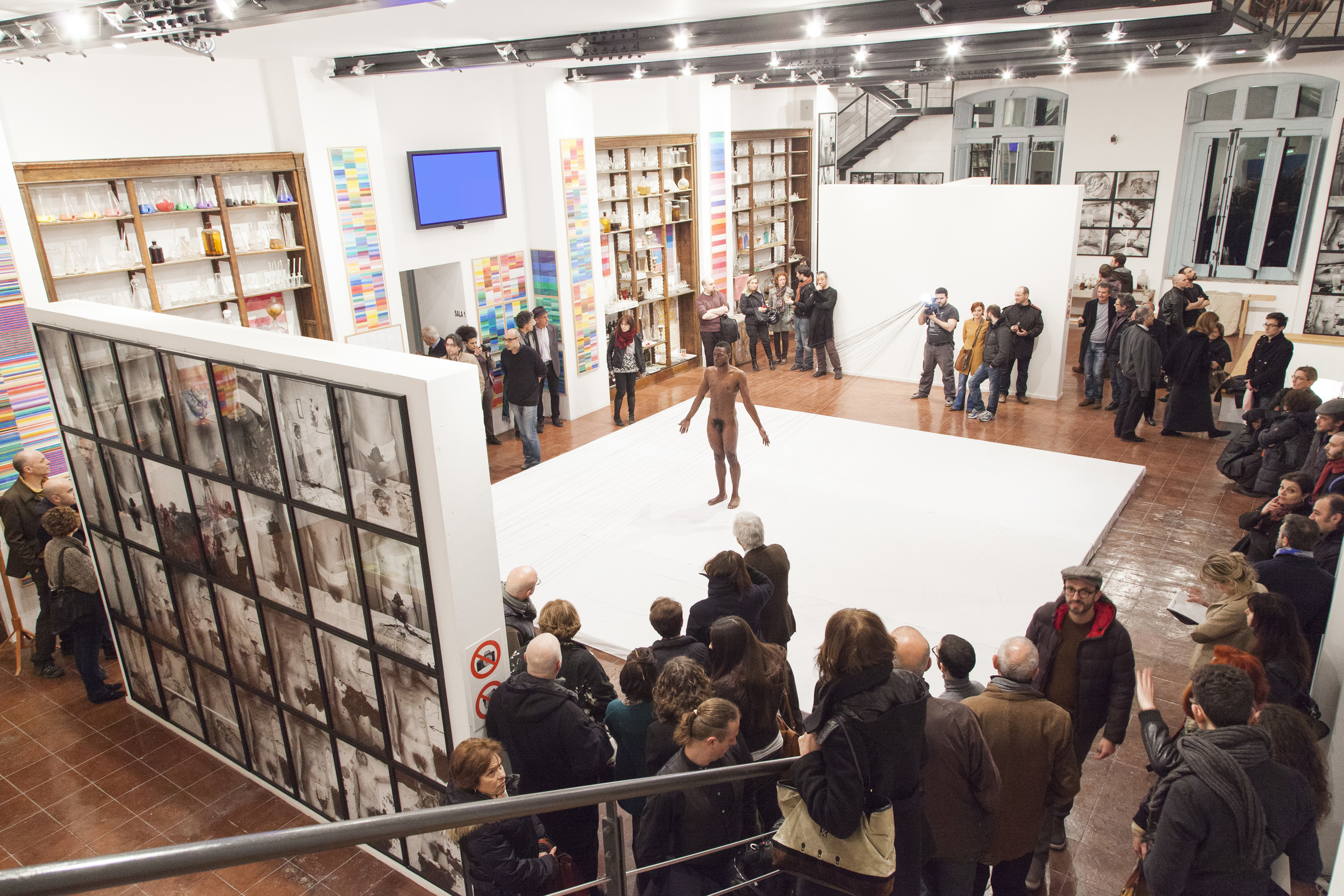 "Carlos Martiel curated by Eugenio Viola performing ""Punto de Fuga"" at Nitsch Museum in Napoli, Italy in 2013. Photograph by Amedeo Benestante"