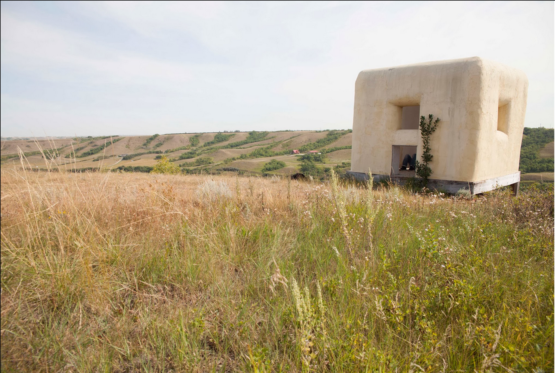 Participant Rick Moody in the Straw Bale Observatory built by Dennis Evans in Saskatchewan, Canada.Photograph by Ayden L. M. Grout