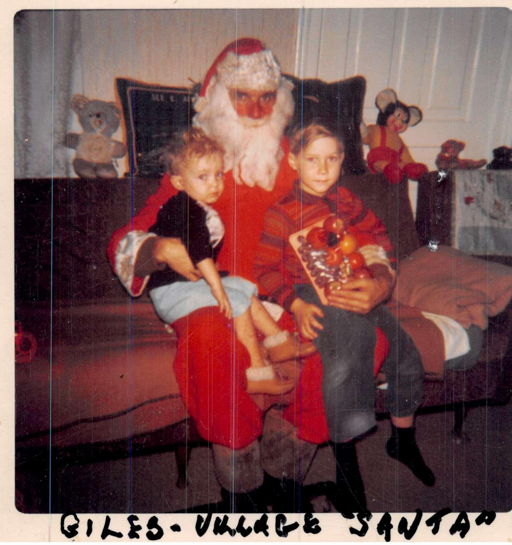 1970 - Village Santa 2 lindsay children-1500.jpg