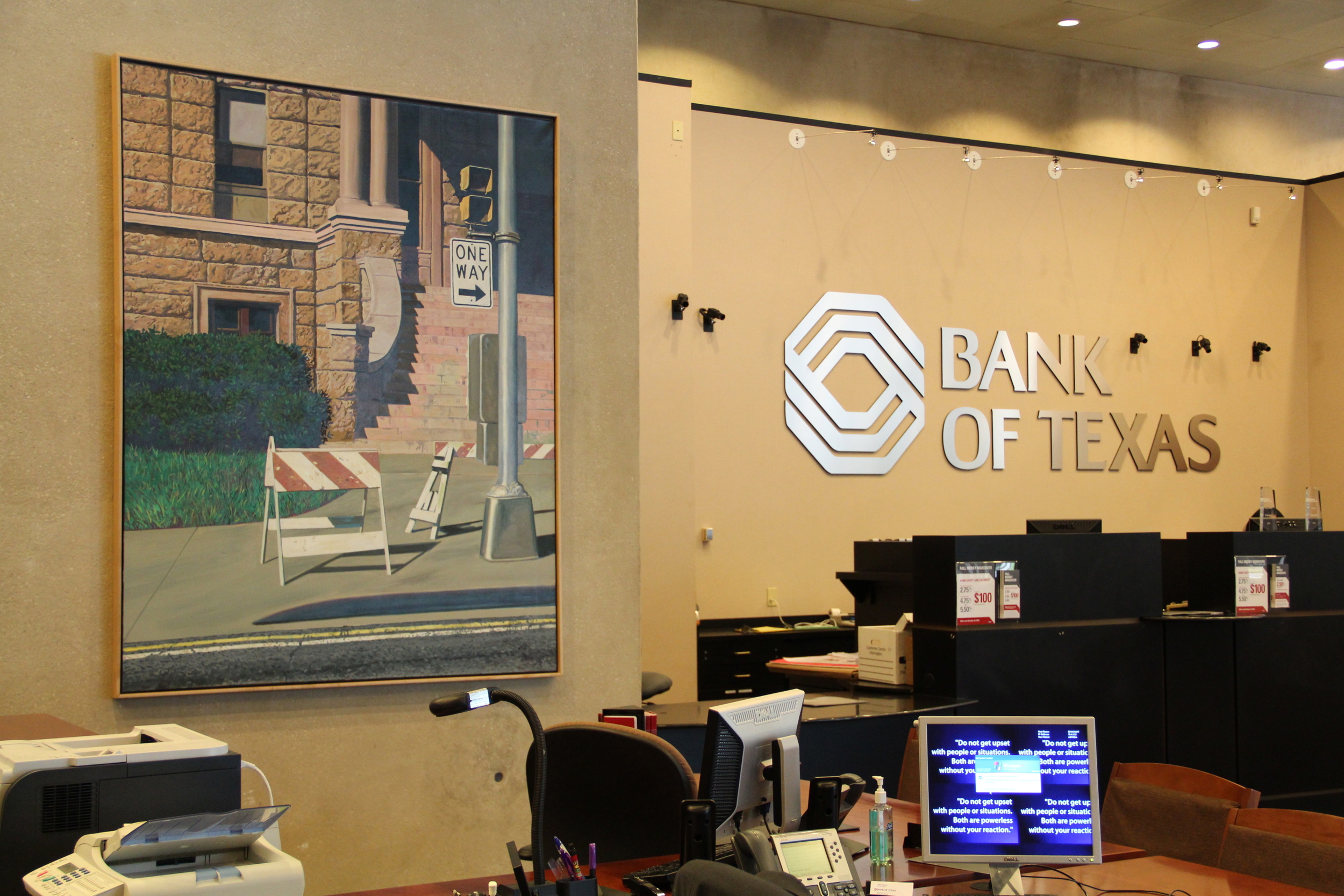 Bank of Texas lobby at 801 Cherry Street #100 Fort Worth, TX 76102.