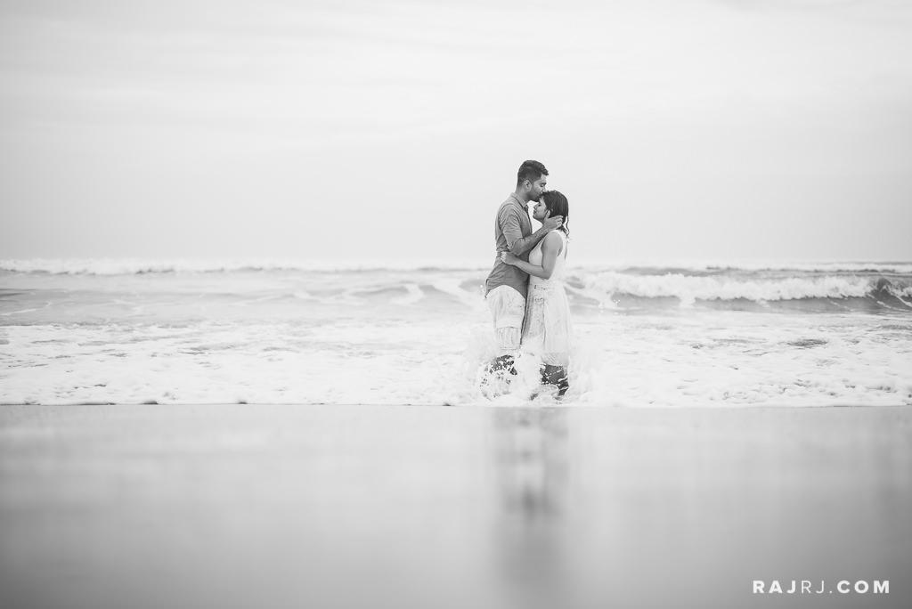 Couple_Shoot_Pondicherry_Le_Pondy_Beach-10.jpg