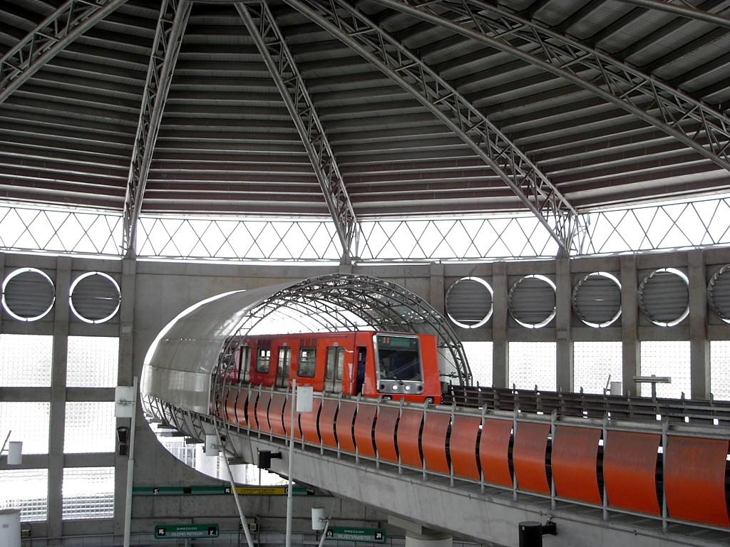 Estación de metro San Lazaro