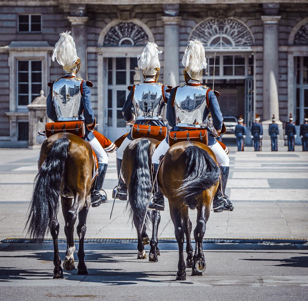 Relevo Solemne y Cambio de Guardia Real