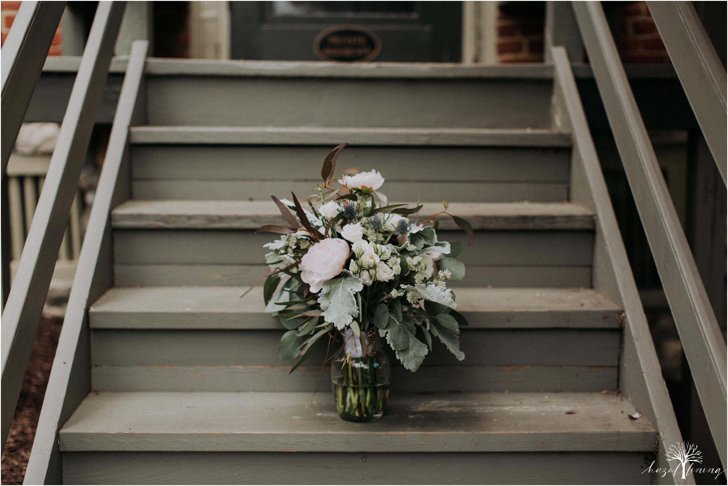 hazel-lining-travel-wedding-elopement-photography-abby-skyler-hunt-the-willis-house-york-pennsylvania-outdoor-estate-wedding_0004.jpg