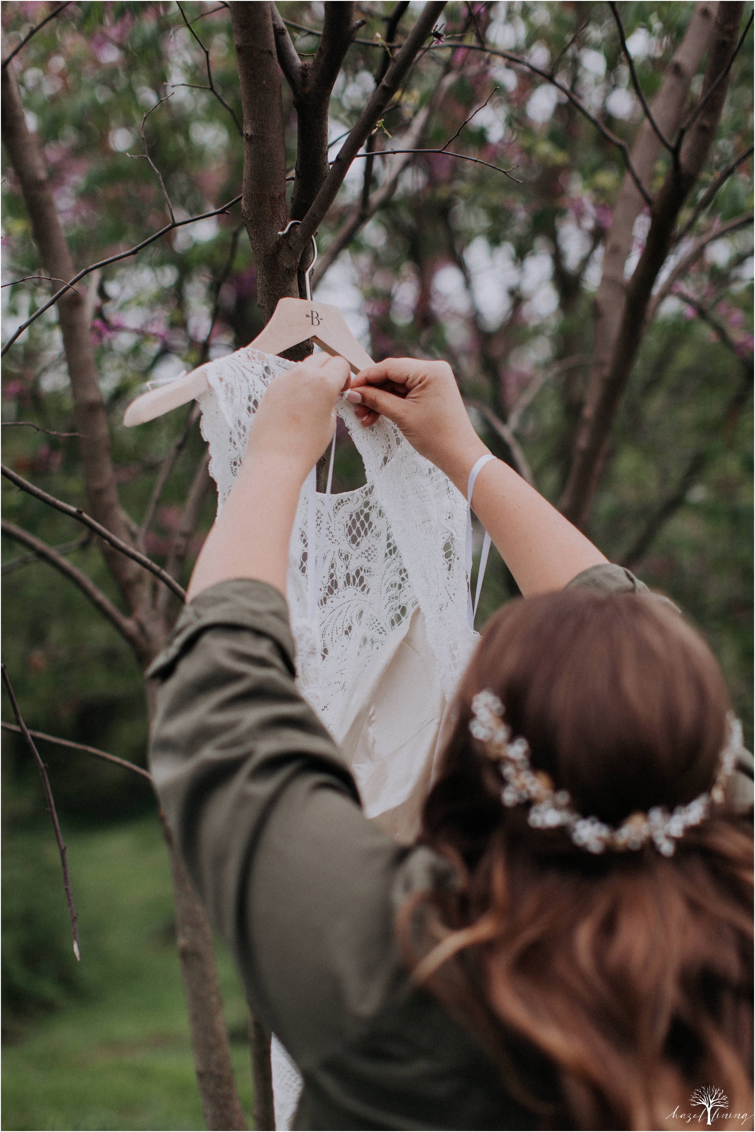 hazel-lining-travel-wedding-elopement-photography-abby-skyler-hunt-the-willis-house-york-pennsylvania-outdoor-estate-wedding_0010.jpg