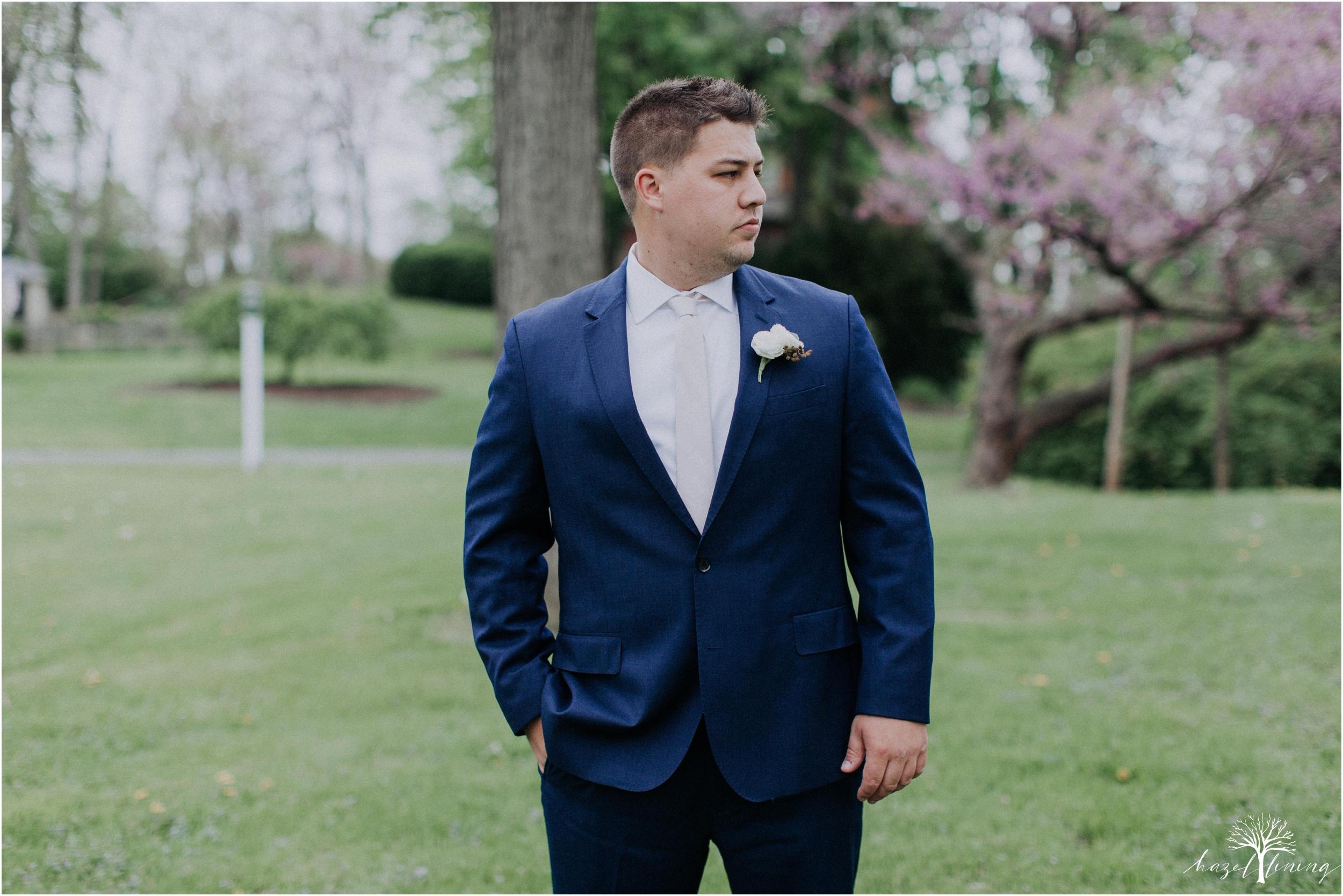 hazel-lining-travel-wedding-elopement-photography-abby-skyler-hunt-the-willis-house-york-pennsylvania-outdoor-estate-wedding_0017.jpg