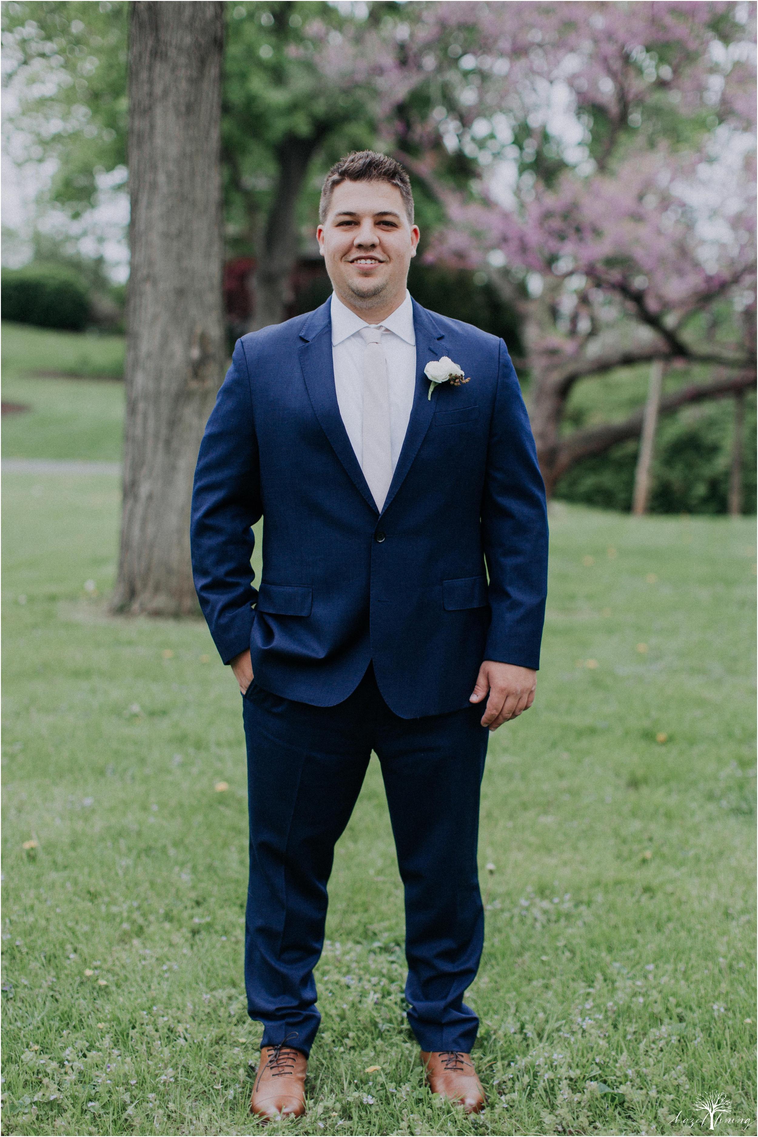 hazel-lining-travel-wedding-elopement-photography-abby-skyler-hunt-the-willis-house-york-pennsylvania-outdoor-estate-wedding_0018.jpg