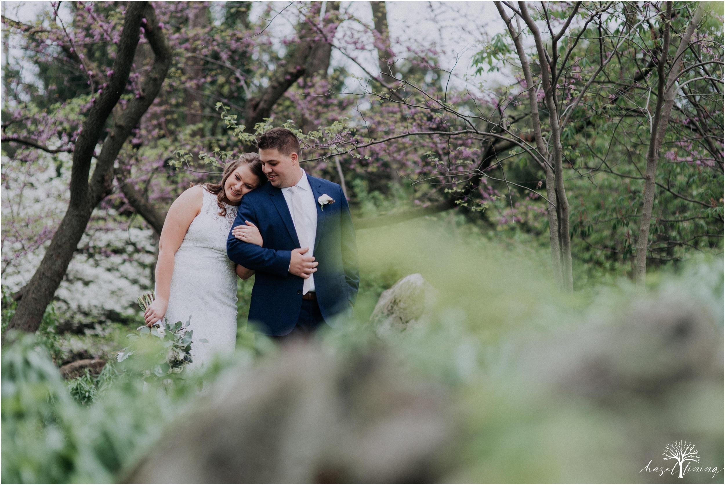 hazel-lining-travel-wedding-elopement-photography-abby-skyler-hunt-the-willis-house-york-pennsylvania-outdoor-estate-wedding_0033.jpg