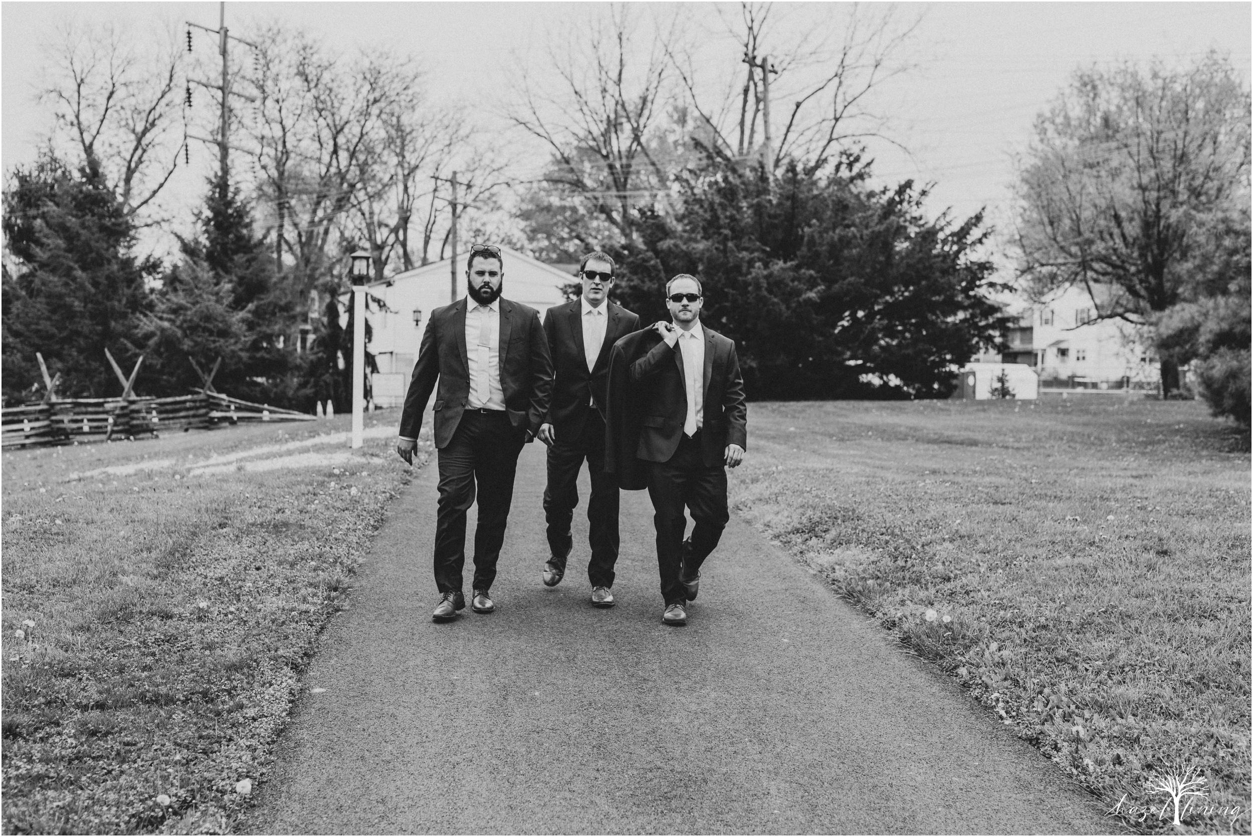hazel-lining-travel-wedding-elopement-photography-abby-skyler-hunt-the-willis-house-york-pennsylvania-outdoor-estate-wedding_0042.jpg