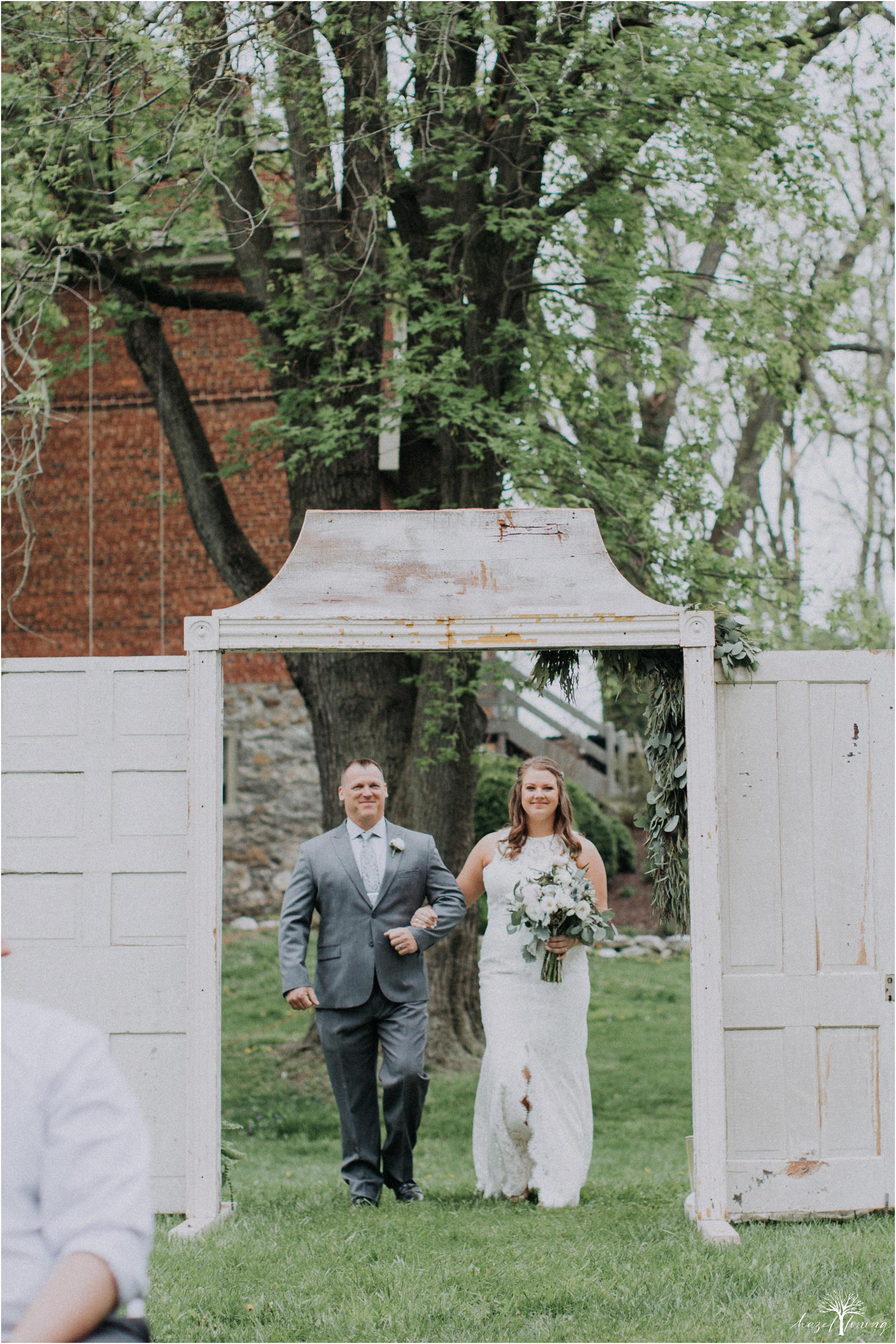 hazel-lining-travel-wedding-elopement-photography-abby-skyler-hunt-the-willis-house-york-pennsylvania-outdoor-estate-wedding_0076.jpg