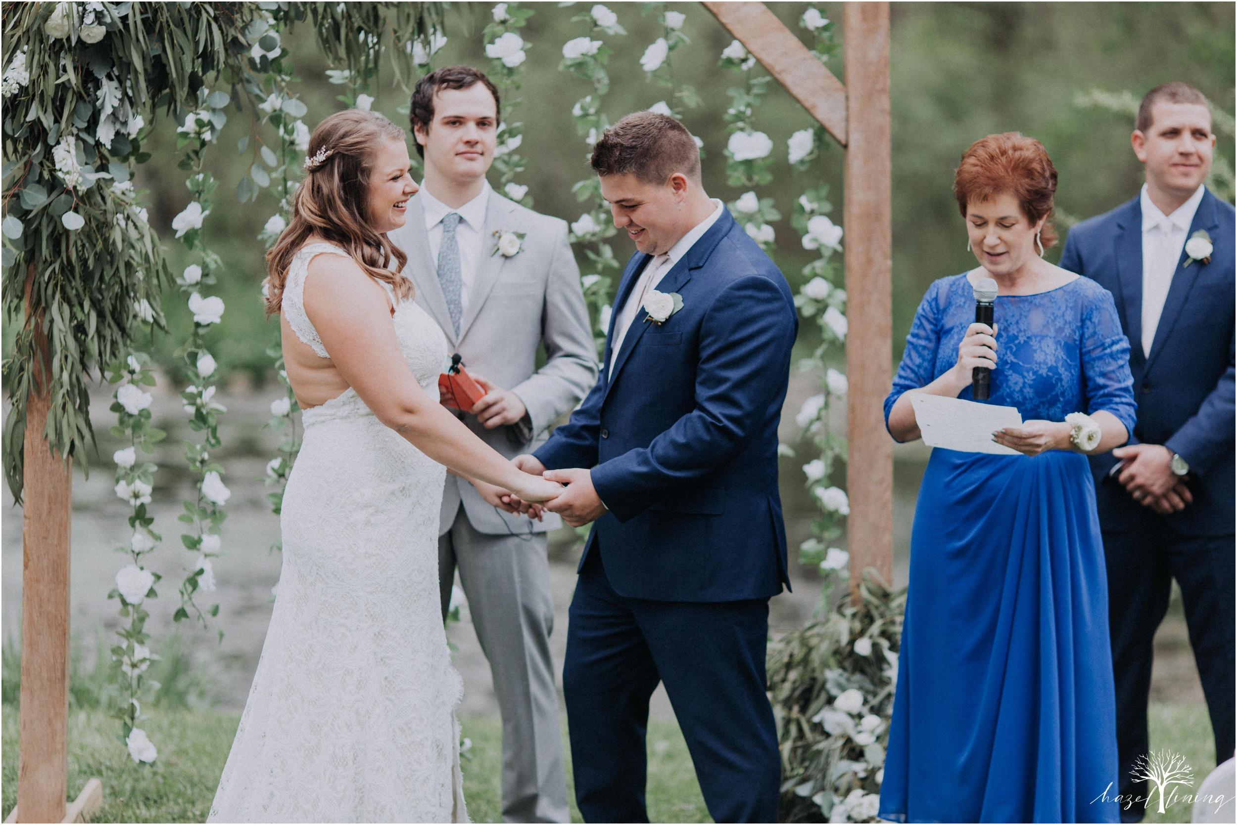 hazel-lining-travel-wedding-elopement-photography-abby-skyler-hunt-the-willis-house-york-pennsylvania-outdoor-estate-wedding_0088.jpg