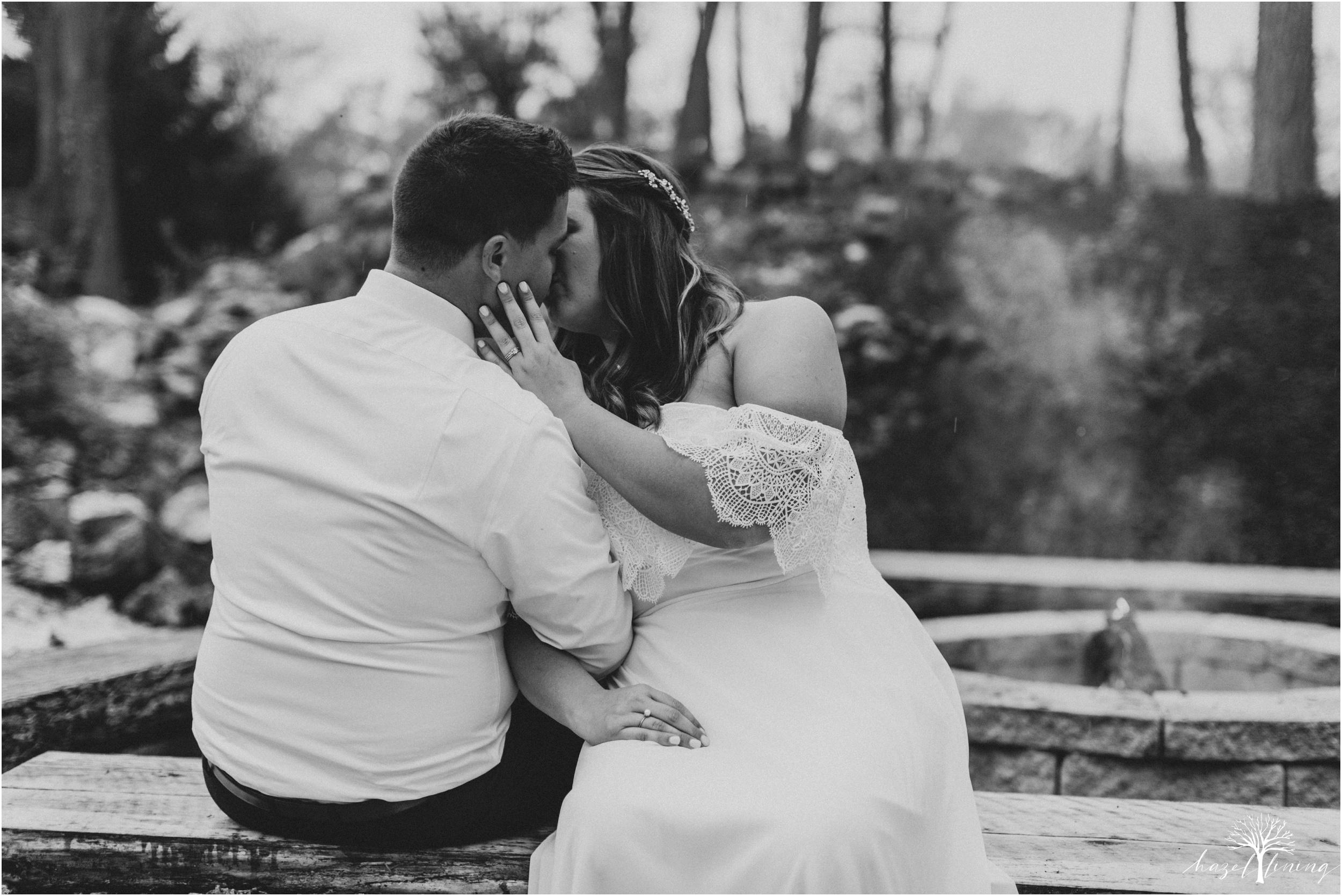 hazel-lining-travel-wedding-elopement-photography-abby-skyler-hunt-the-willis-house-york-pennsylvania-outdoor-estate-wedding_0127.jpg