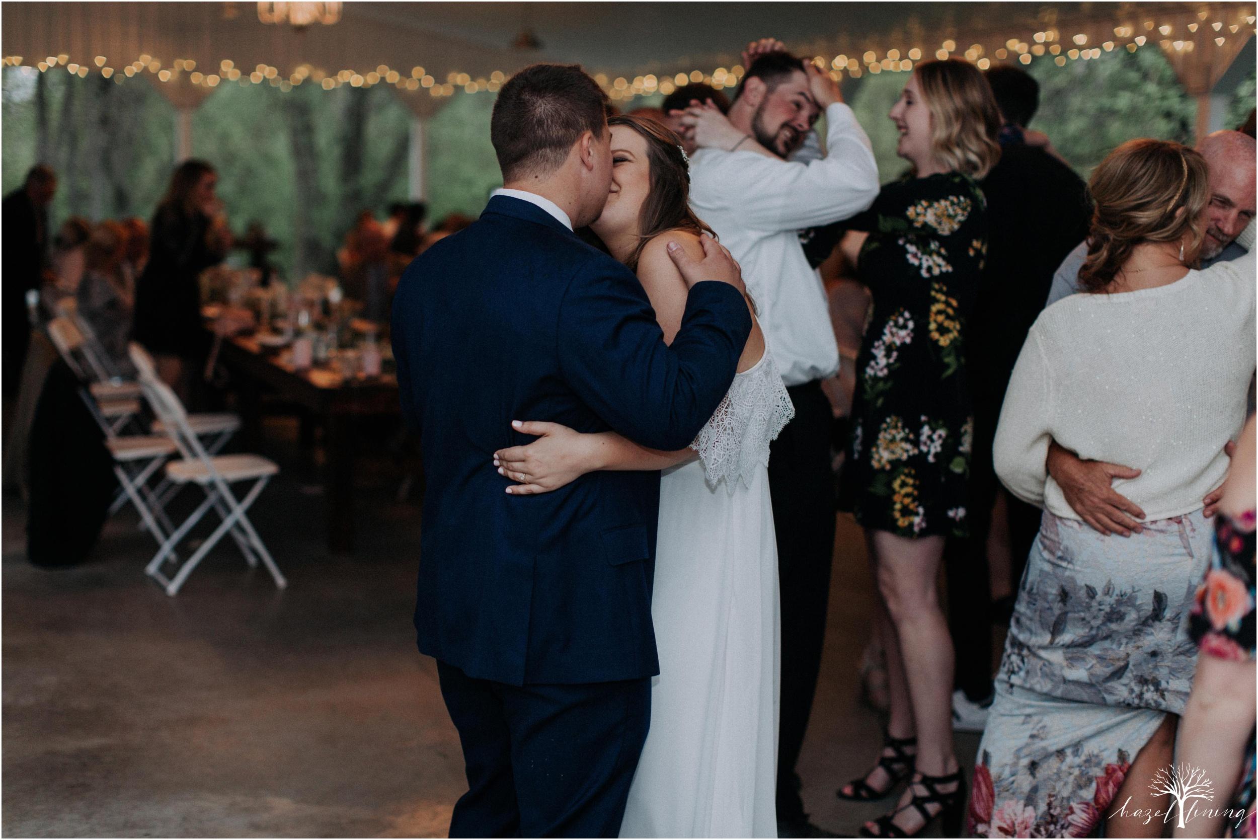 hazel-lining-travel-wedding-elopement-photography-abby-skyler-hunt-the-willis-house-york-pennsylvania-outdoor-estate-wedding_0152.jpg