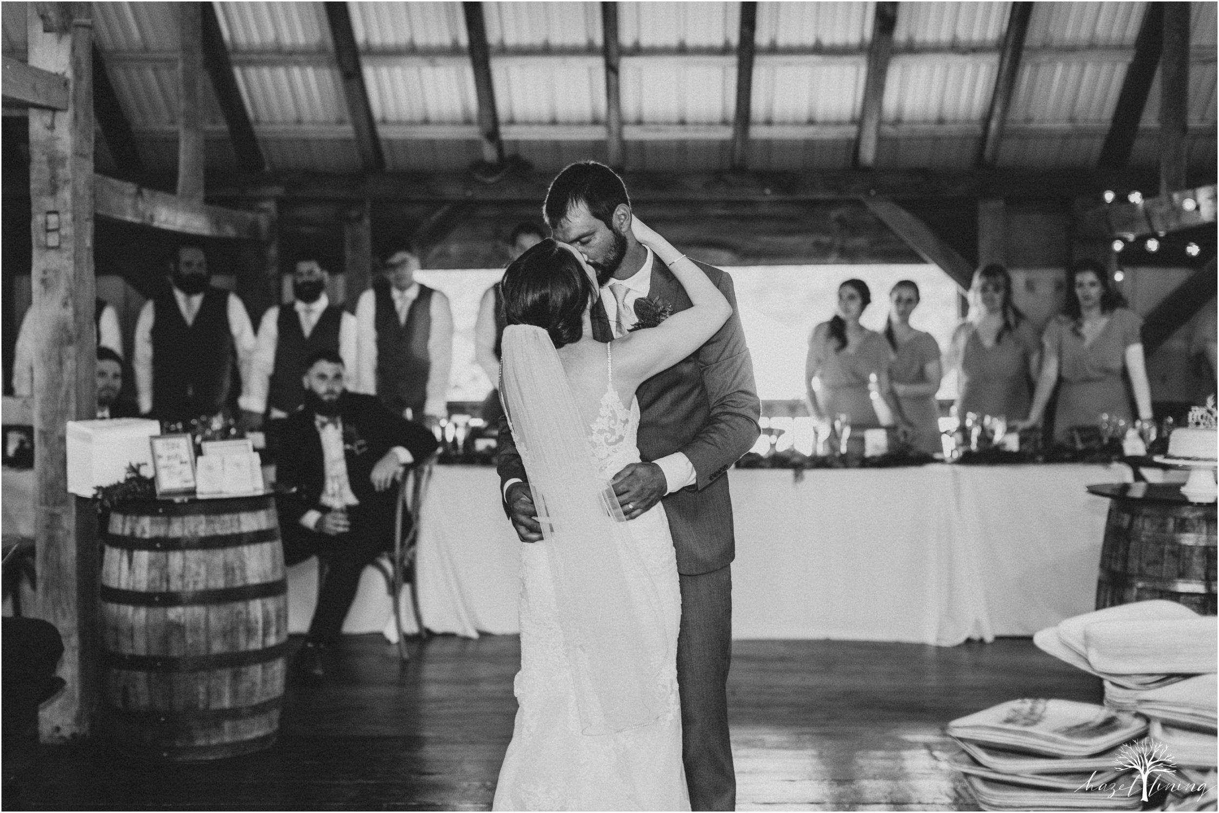 hazel-lining-travel-wedding-elopement-photography-lisa-landon-shoemaker-the-farm-bakery-and-events-bucks-county-quakertown-pennsylvania-summer-country-outdoor-farm-wedding_0116.jpg