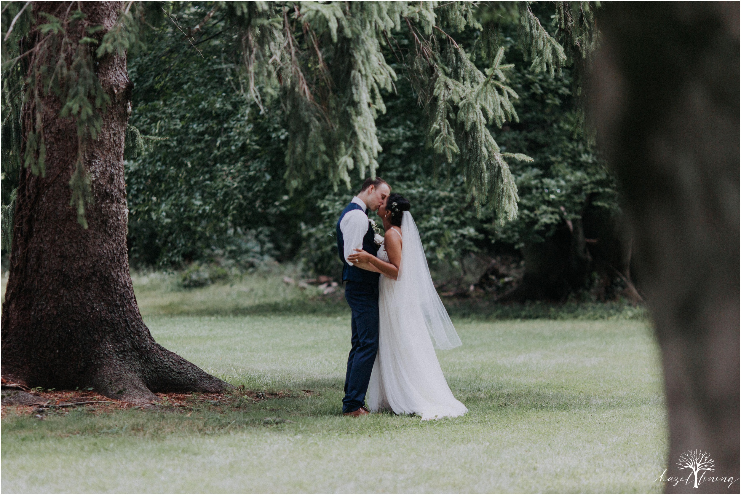 mariah-kreyling-samuel-sherratt-sherrattwiththeworld-peirce-farm-at-witch-hill-boston-massachusetts-wedding-photography-hazel-lining-travel-wedding-elopement-photography_0104.jpg