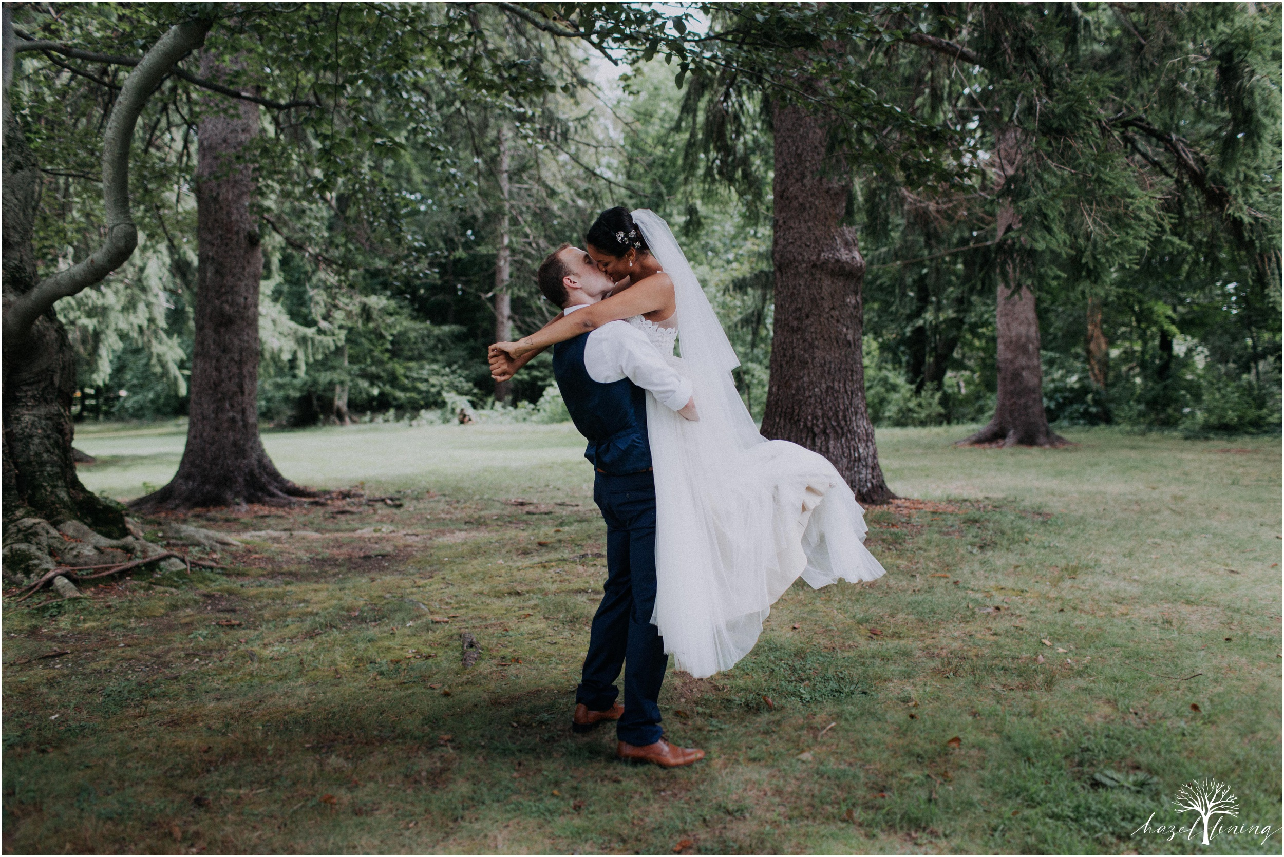 mariah-kreyling-samuel-sherratt-sherrattwiththeworld-peirce-farm-at-witch-hill-boston-massachusetts-wedding-photography-hazel-lining-travel-wedding-elopement-photography_0124.jpg