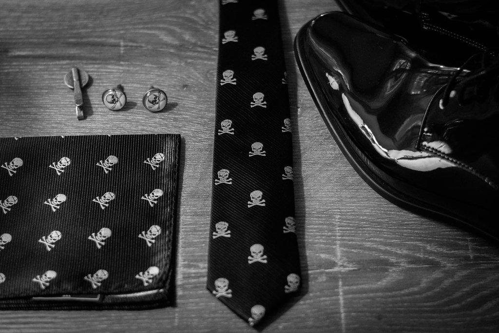 groom skull and bones details photo