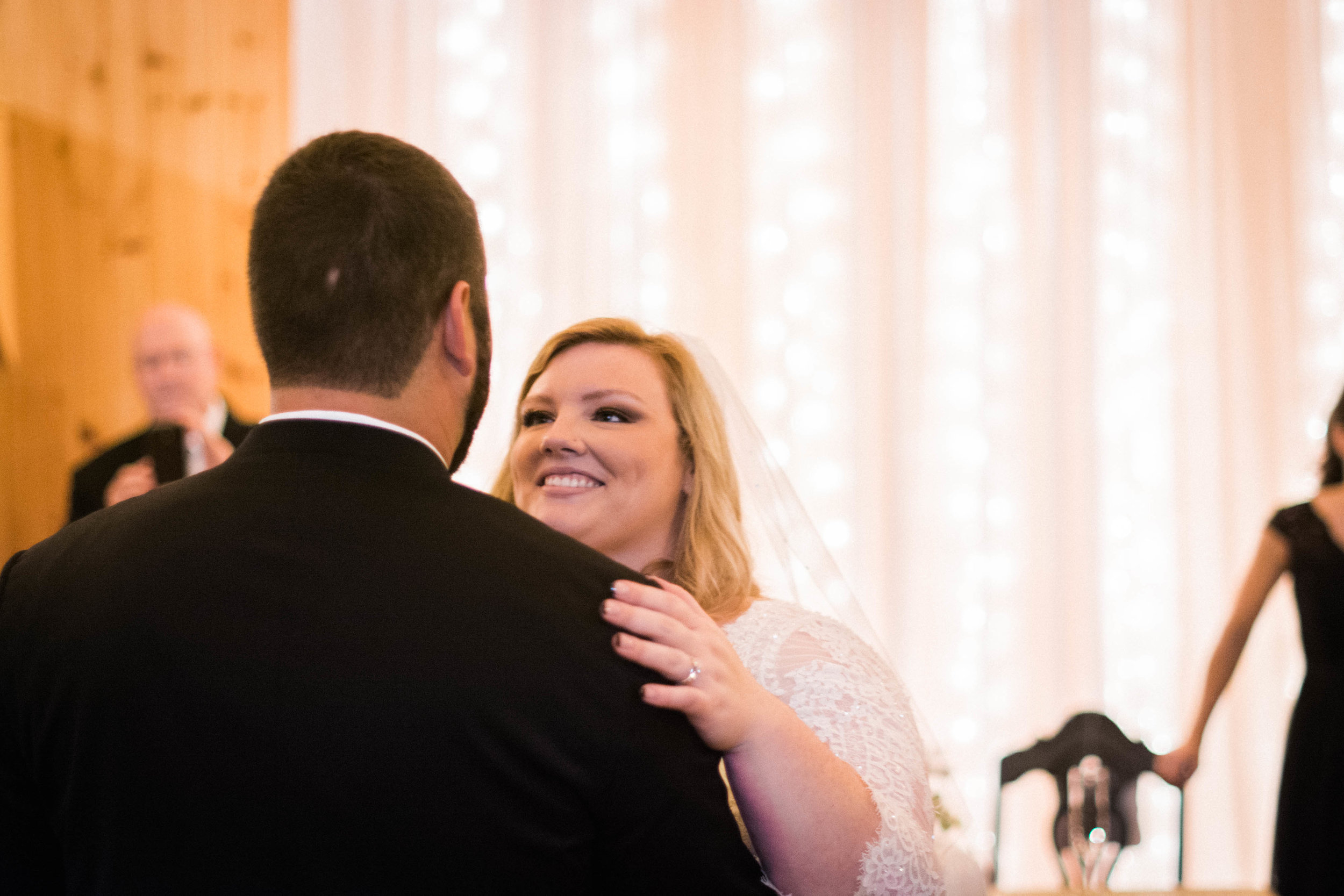 serra valley bride and groom first dance photo