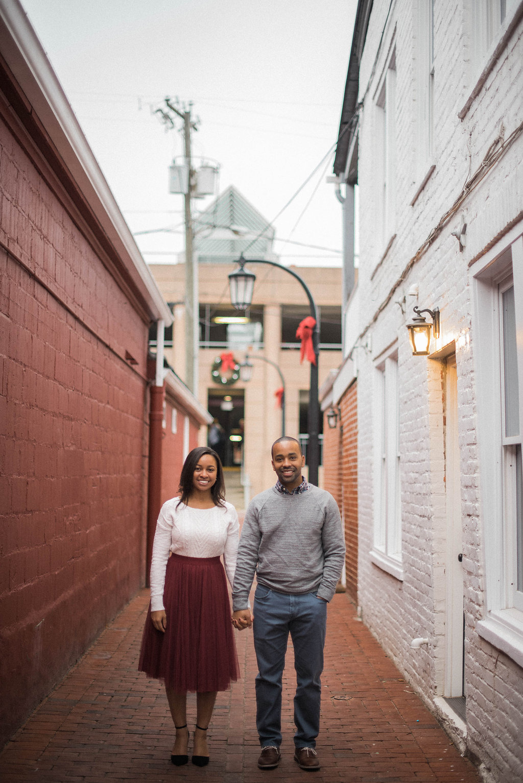 old town leesburg cute engagement photo