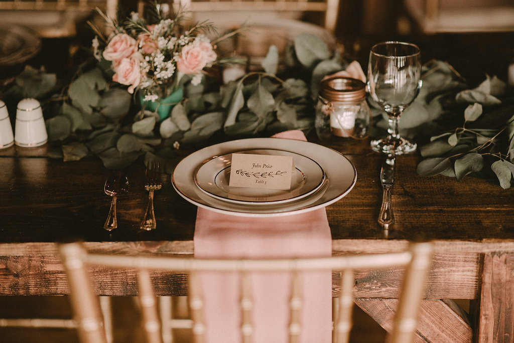 barnes farm table setting wedding photo