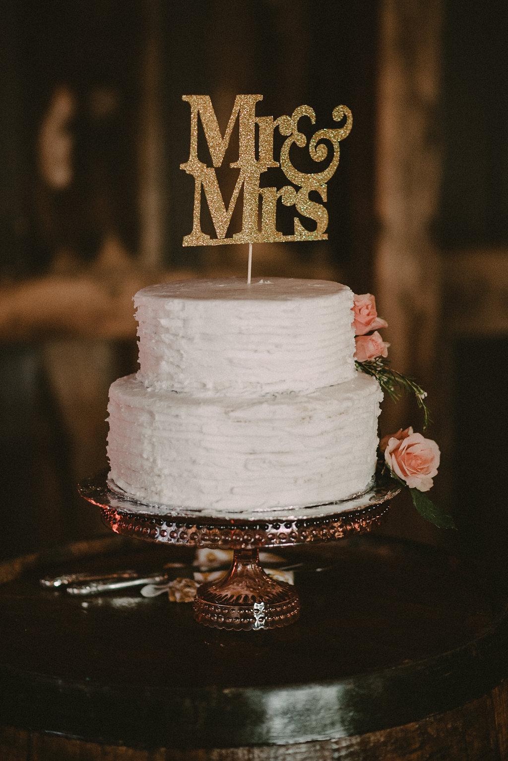vintage wedding cake photo