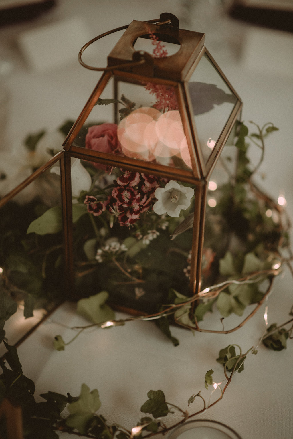 Flower and lantern table setting
