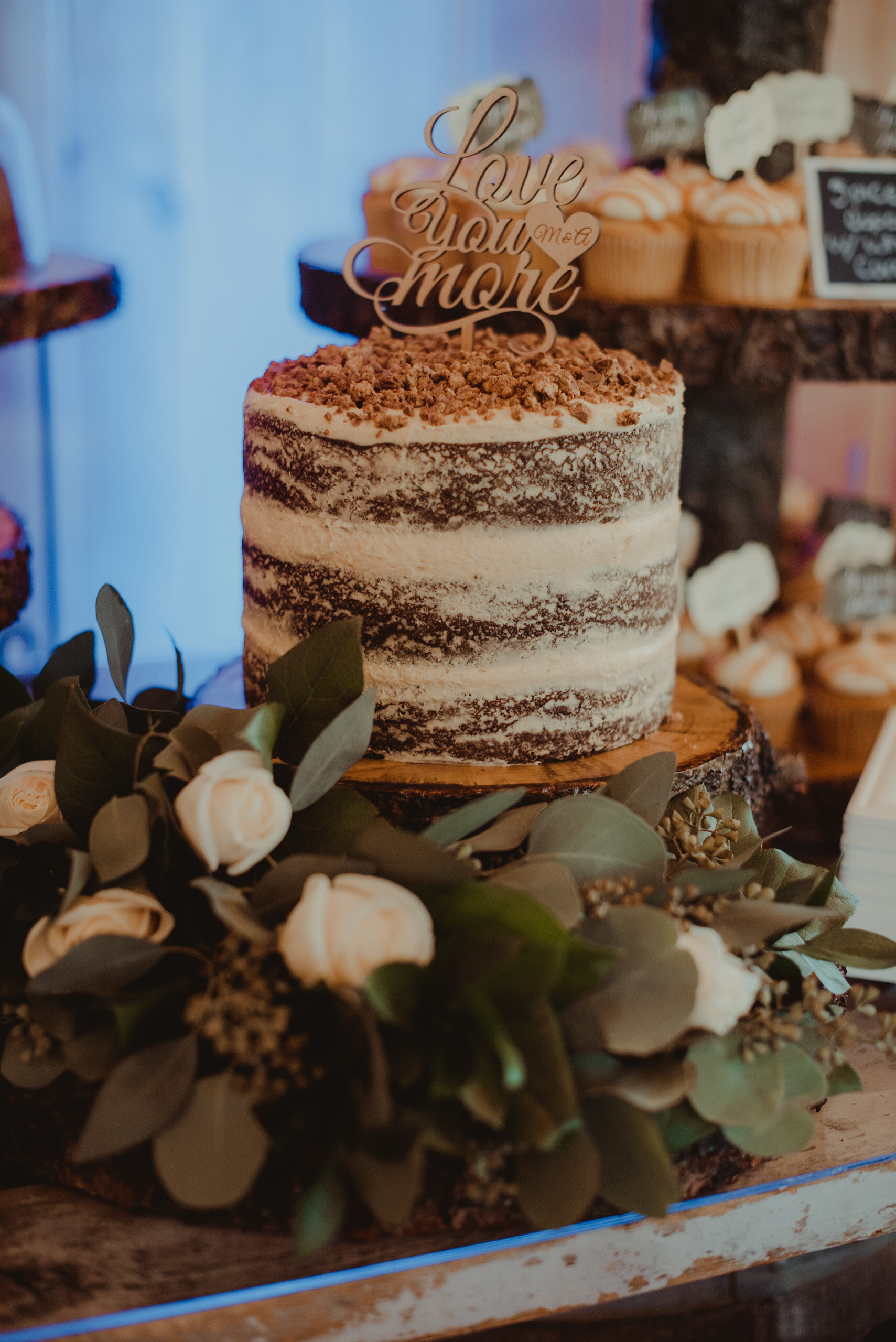 Rustic chic wedding cake