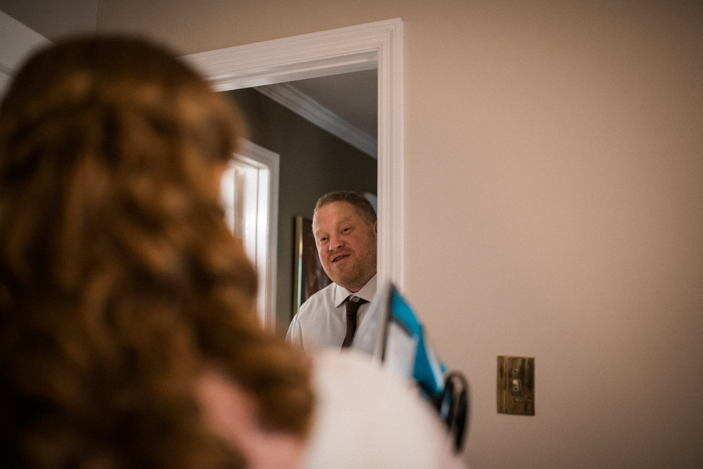 Guest visiting bride before wedding